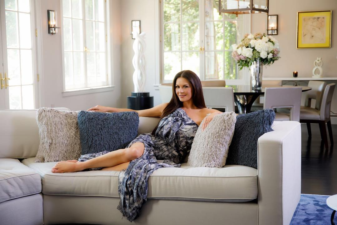 Catherine Zeta-Jones. Catherine Zeta-Jones (Casa Zeta-Jones)