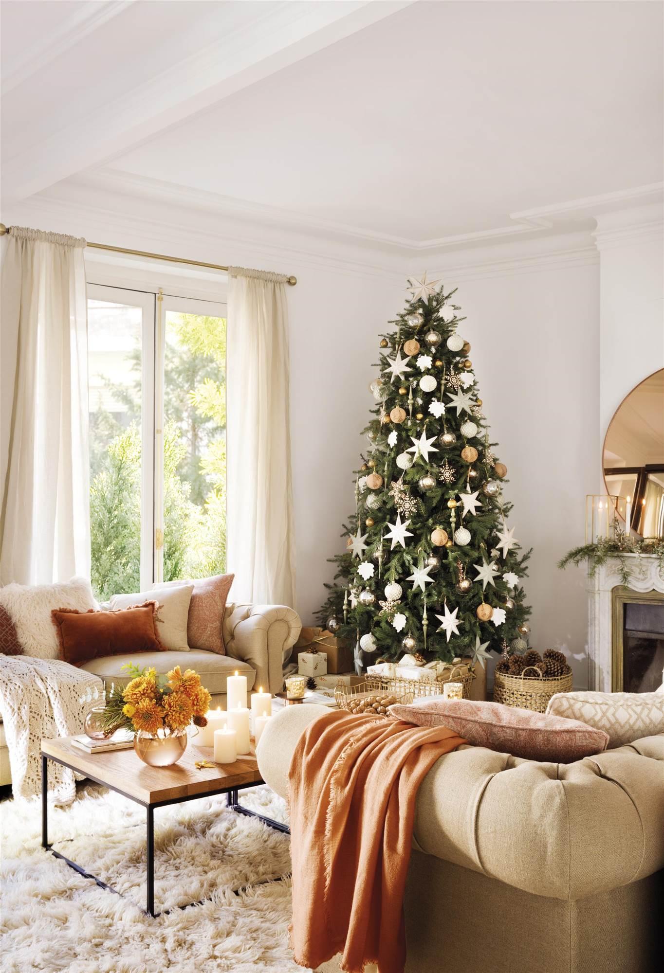 217dbbebe832 Ideas de decoración para Navidad: color dorado y elementos brillantes