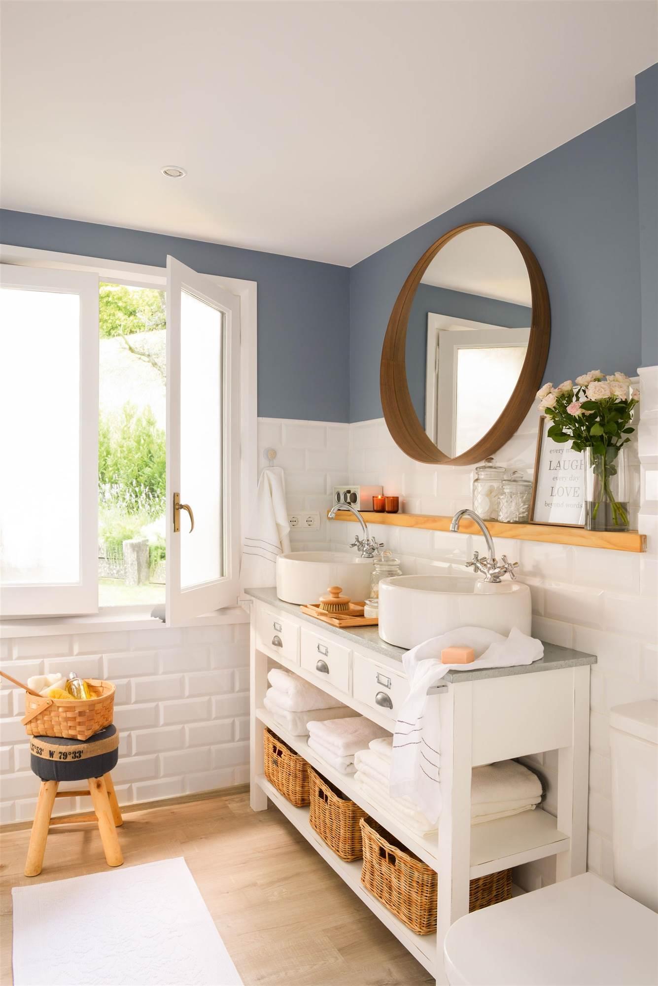 13 espacios decorados con baldosas tipo metro - Azulejos azules para bano ...