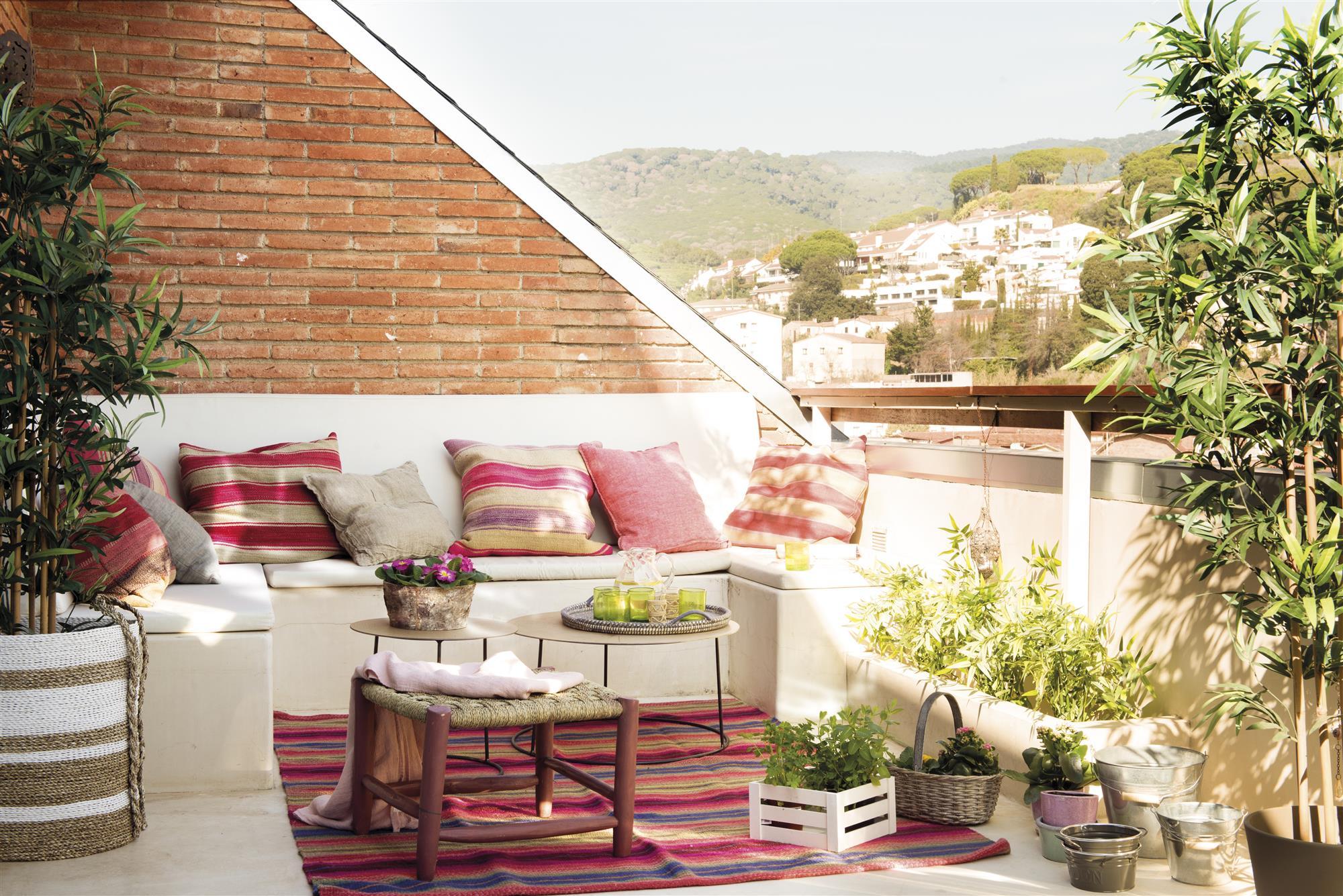 Terrazas muebles mesas e ideas para tu terraza el mueble for Bancos de terraza y jardin