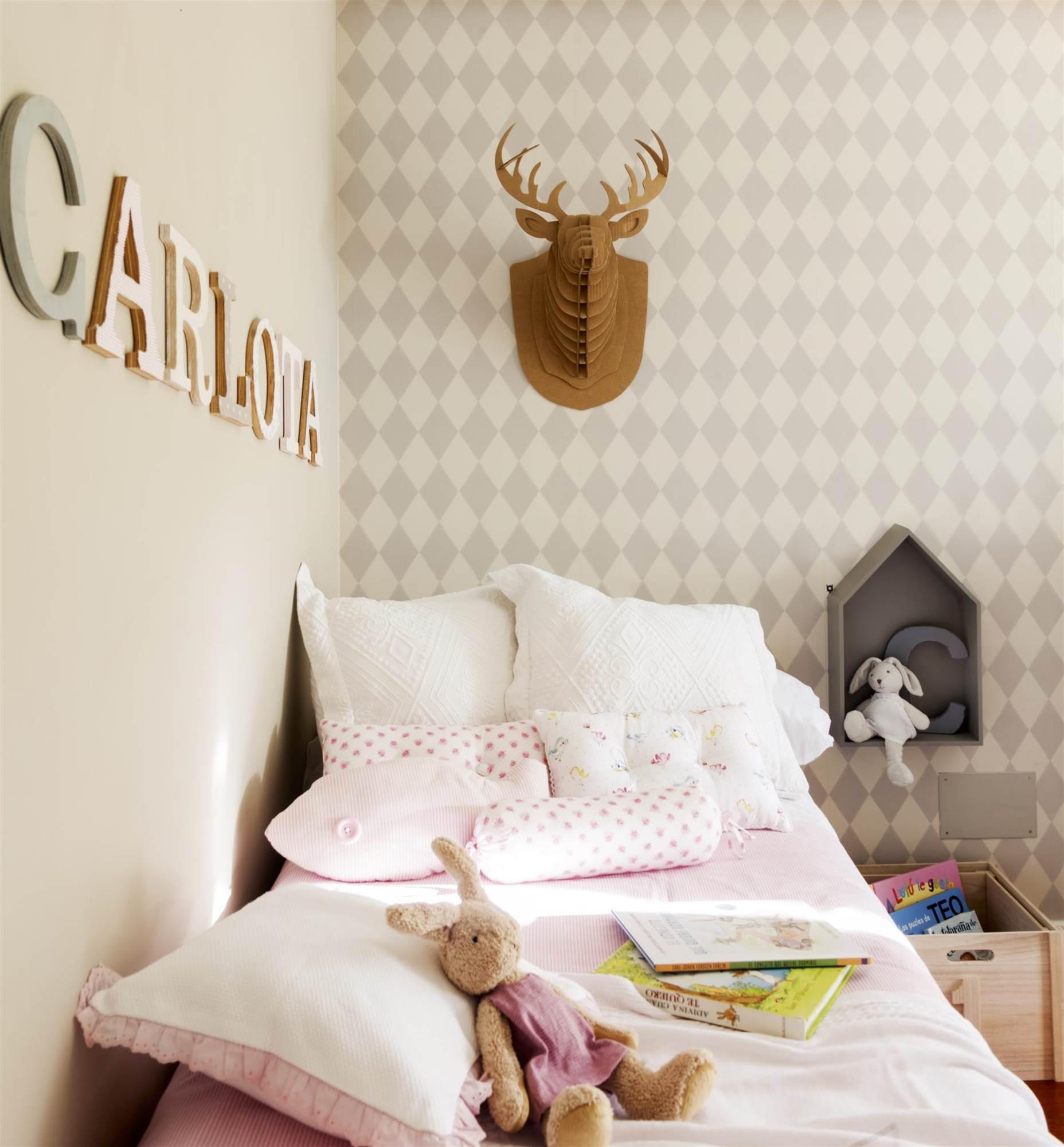 Saca todo el partido a la pared de tu dormitorio - Habitacion con papel pintado ...