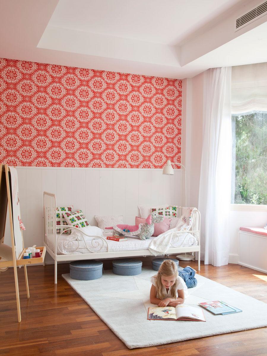 Colores para dormitorios infantiles - Dormitorio con papel pintado ...