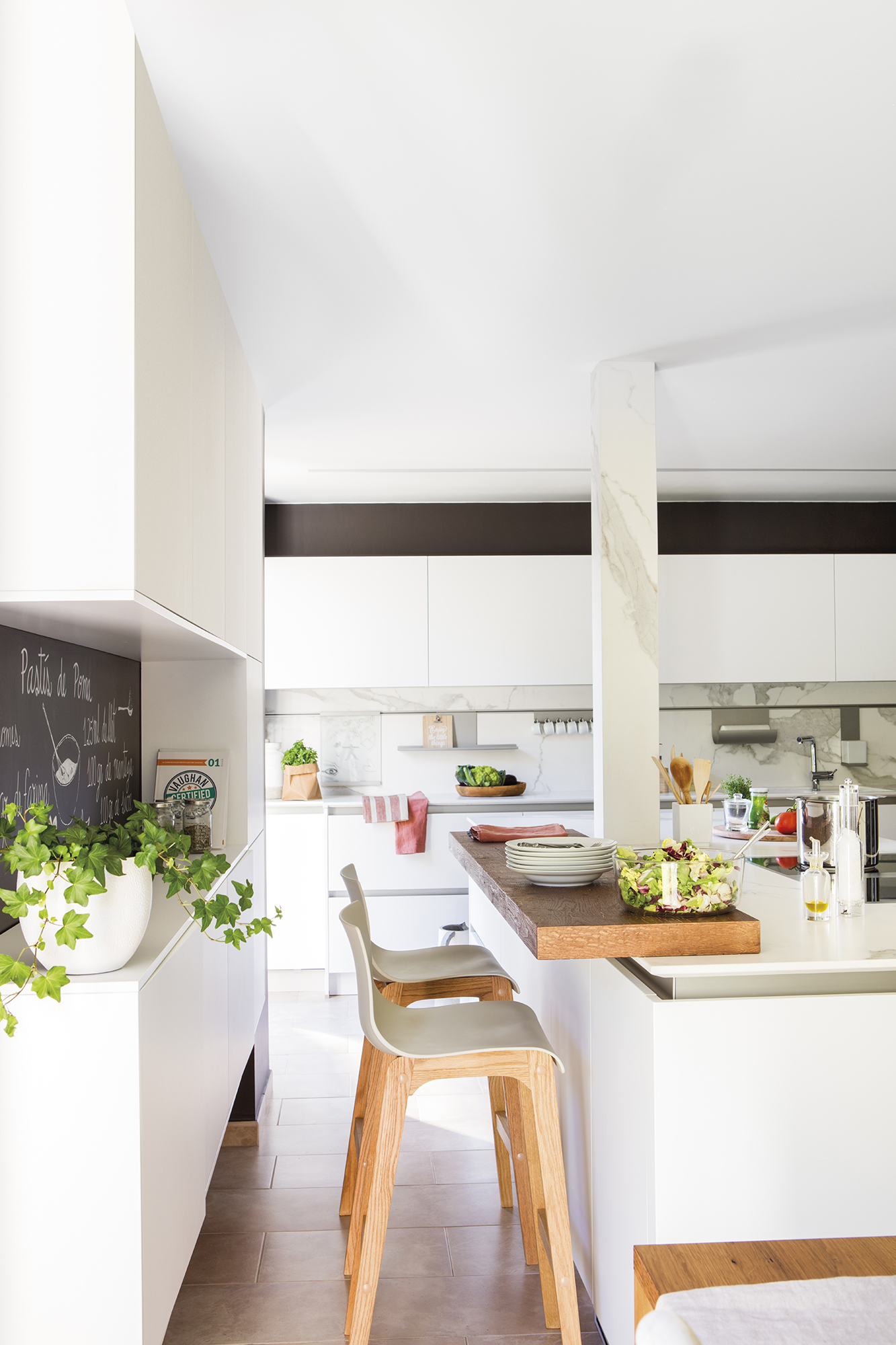 Cocinas muebles decoraci n dise o blancas o peque as - Taburetes de cocina de madera ...