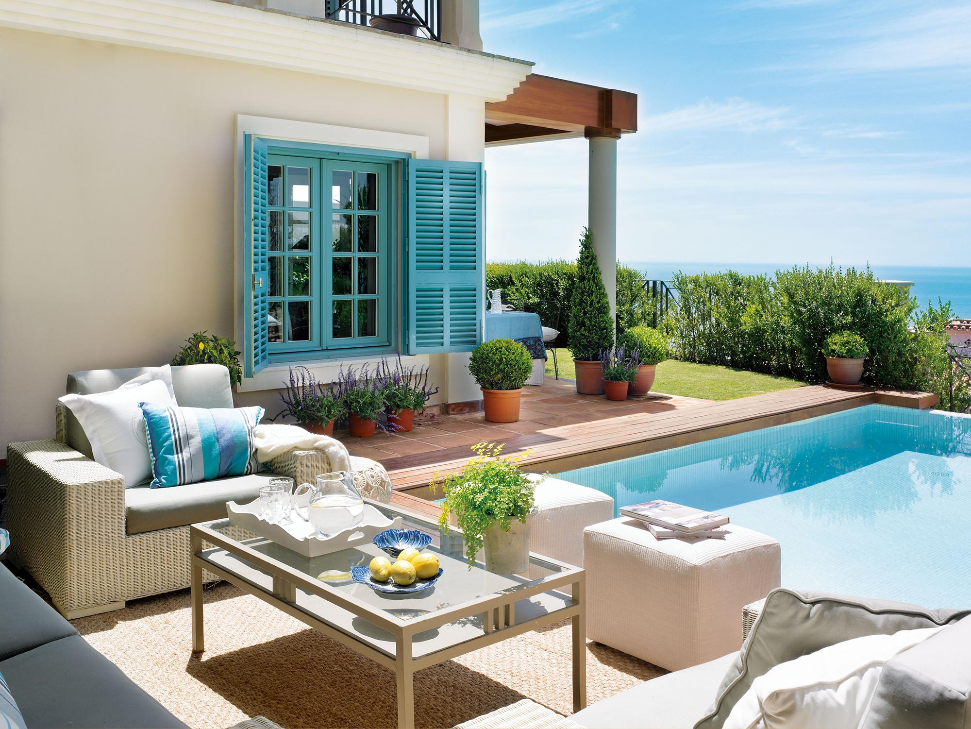Terrazas muebles mesas e ideas para tu terraza el mueble for Patios interiores con piscina