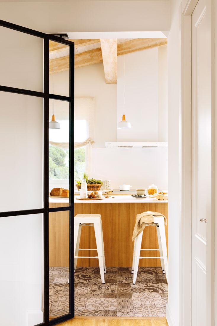 Cocinas muebles decoraci n dise o blancas o peque as - Cocinas con puertas de cristal ...