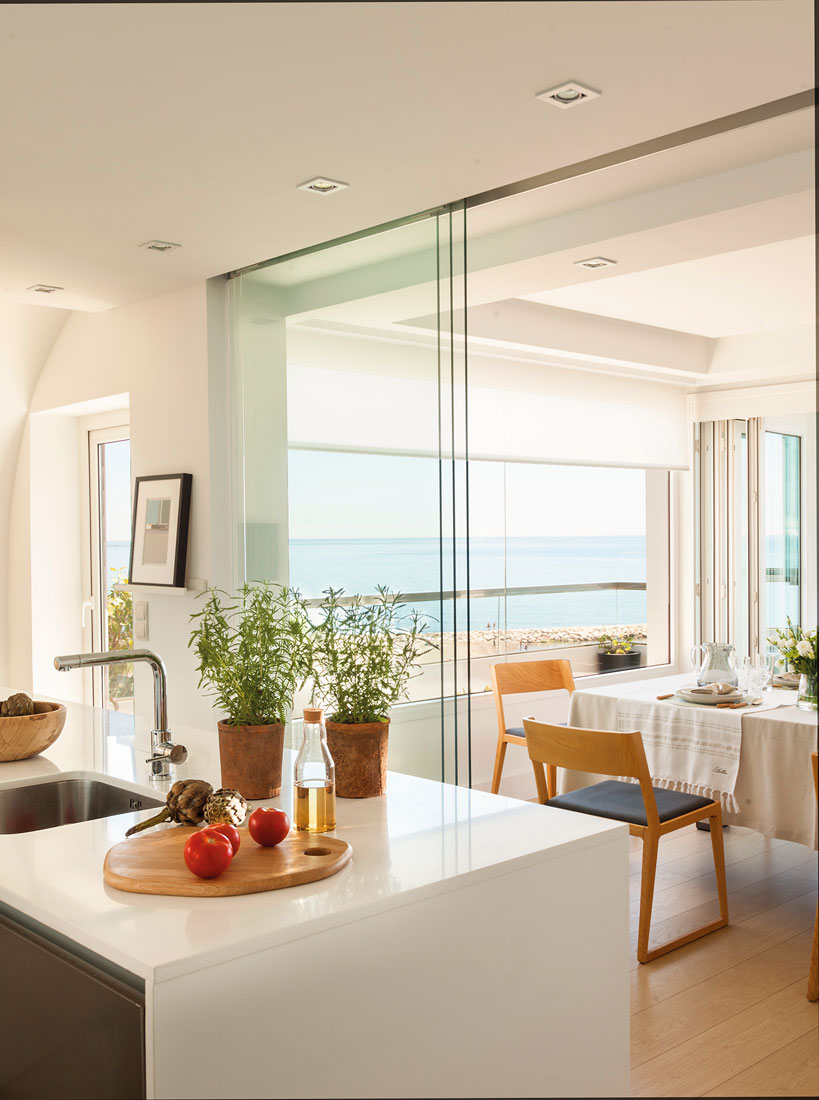 Cocinas muebles decoraci n dise o blancas o peque as - Puertas para la cocina ...