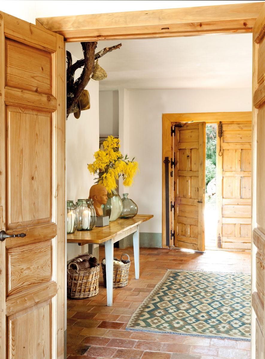 Recibidor muebles zapateros e ideas para recibidores for Puertas para casas antiguas