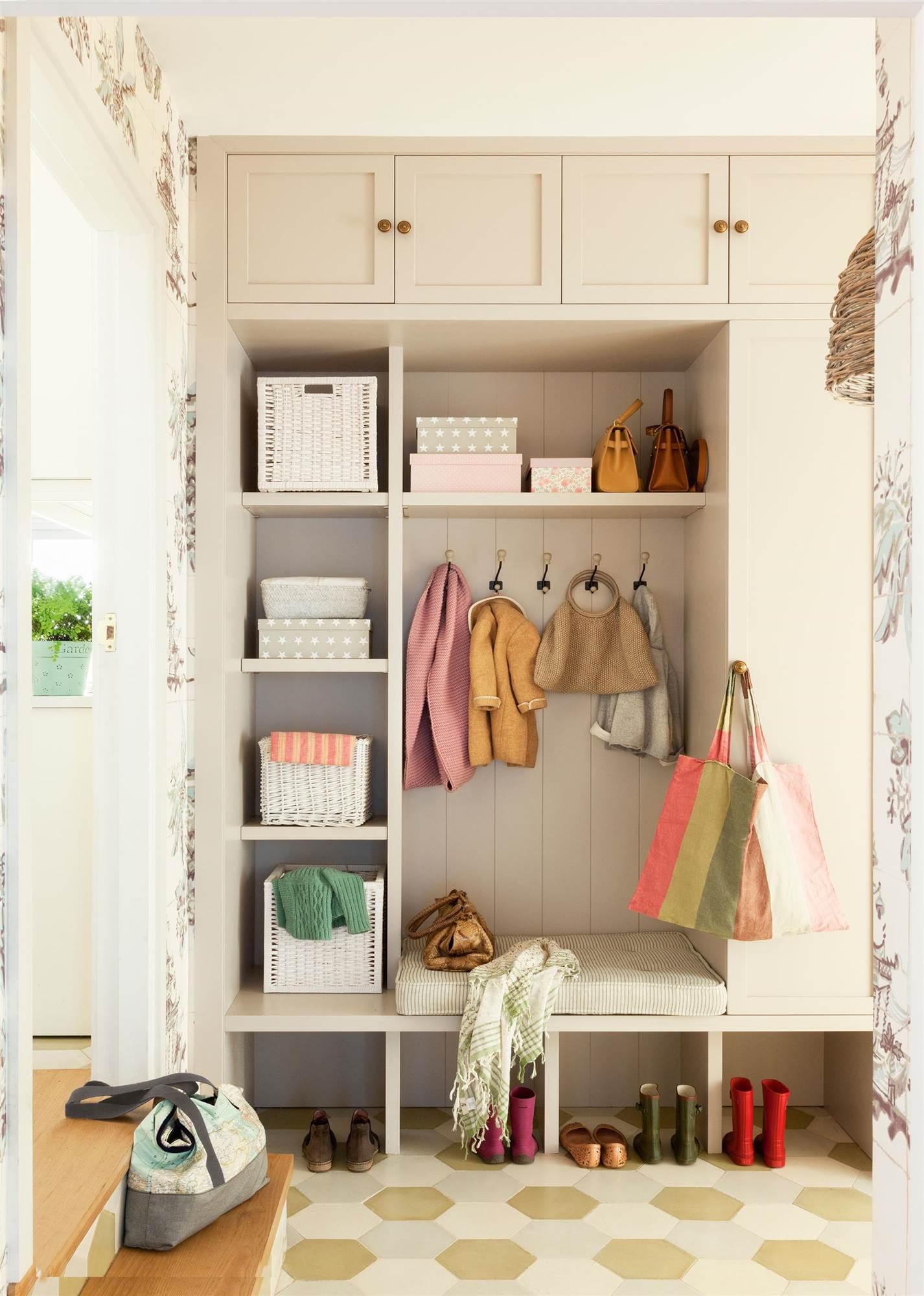 Decorar el recibidor - Recibidor con armario ...