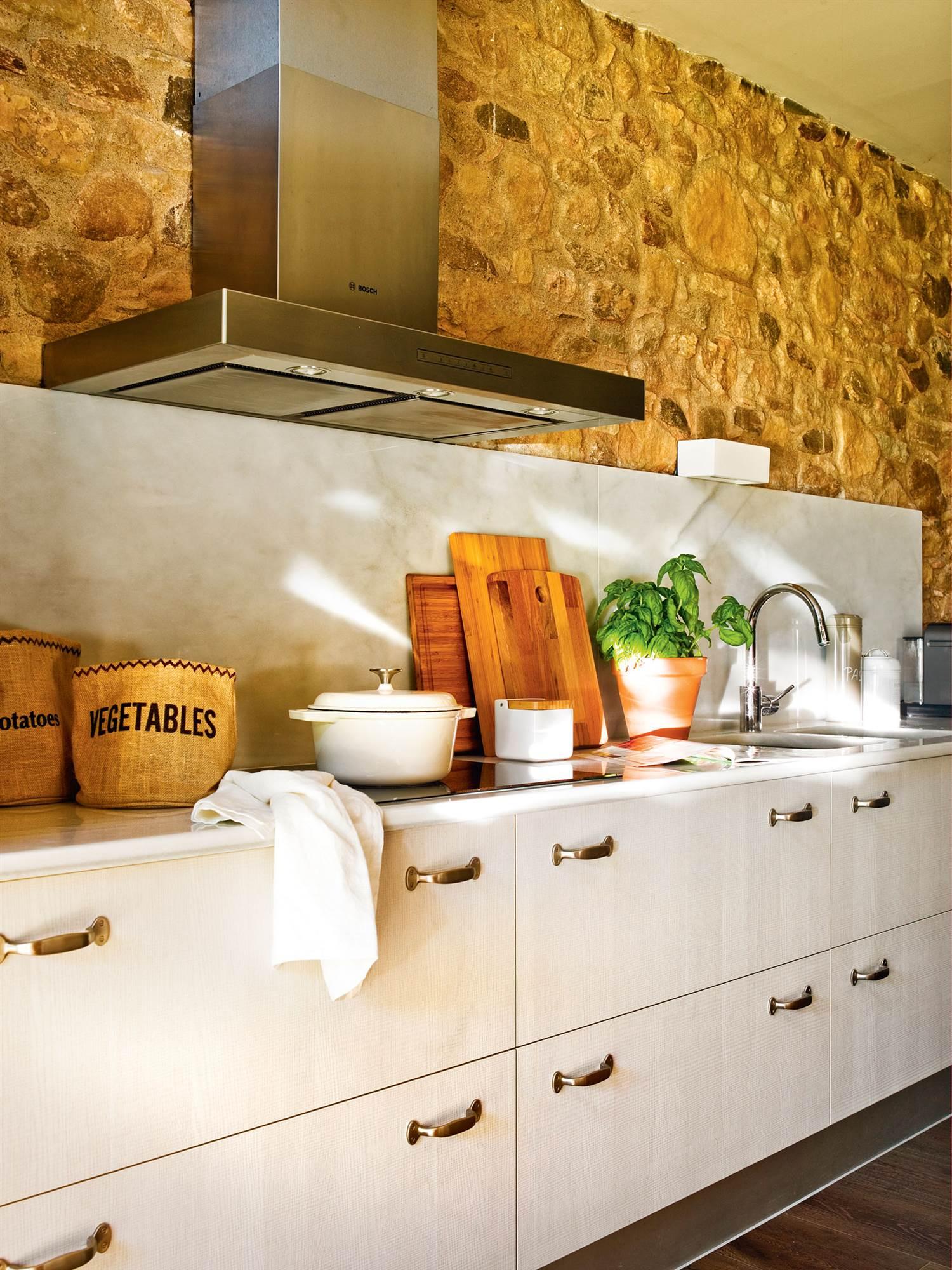 Cocinas muebles decoraci n dise o blancas o peque as elmueble - Encimera marmol cocina ...