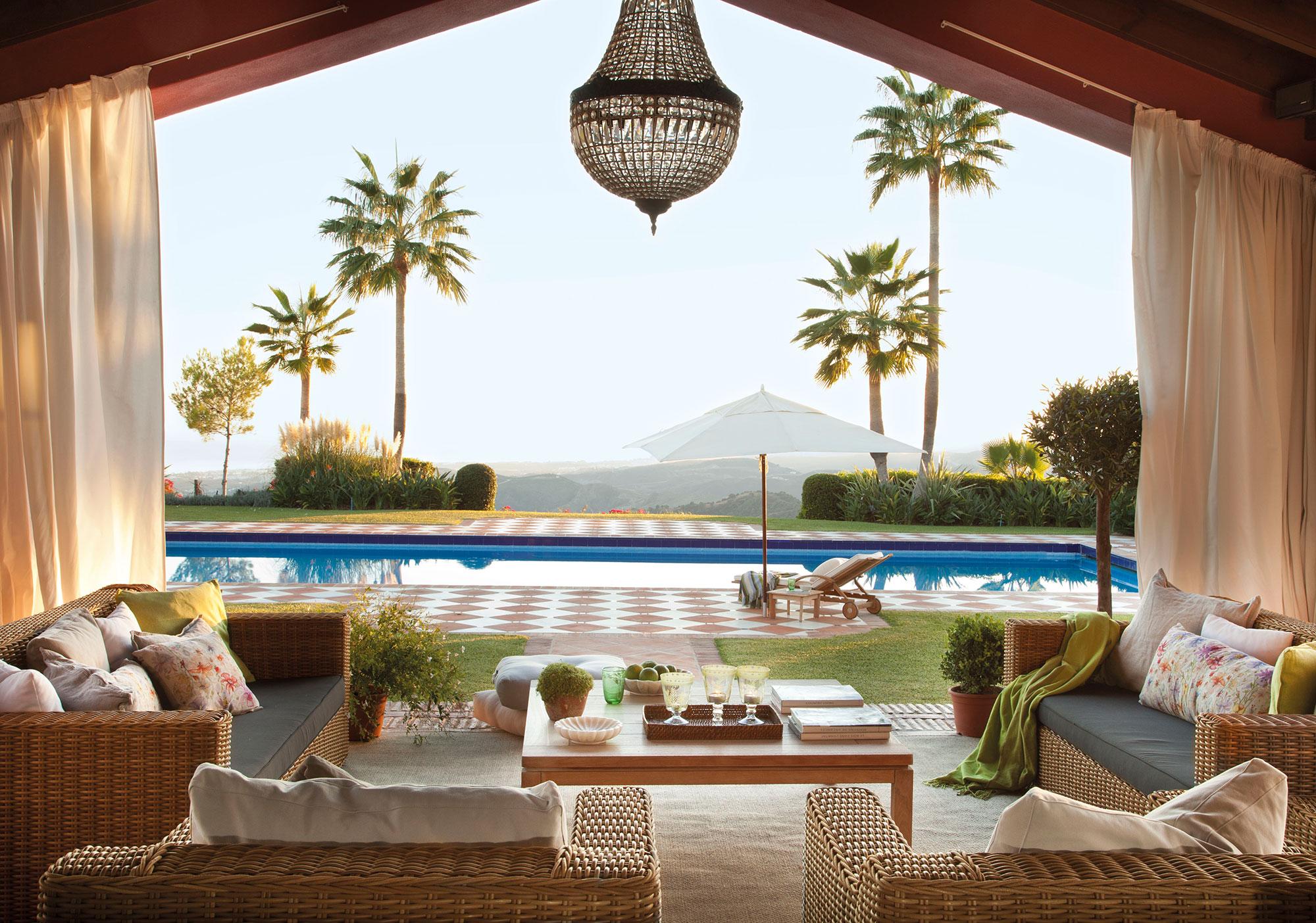 Los 50 mejores porches y terrazas for Casas con porche y piscina