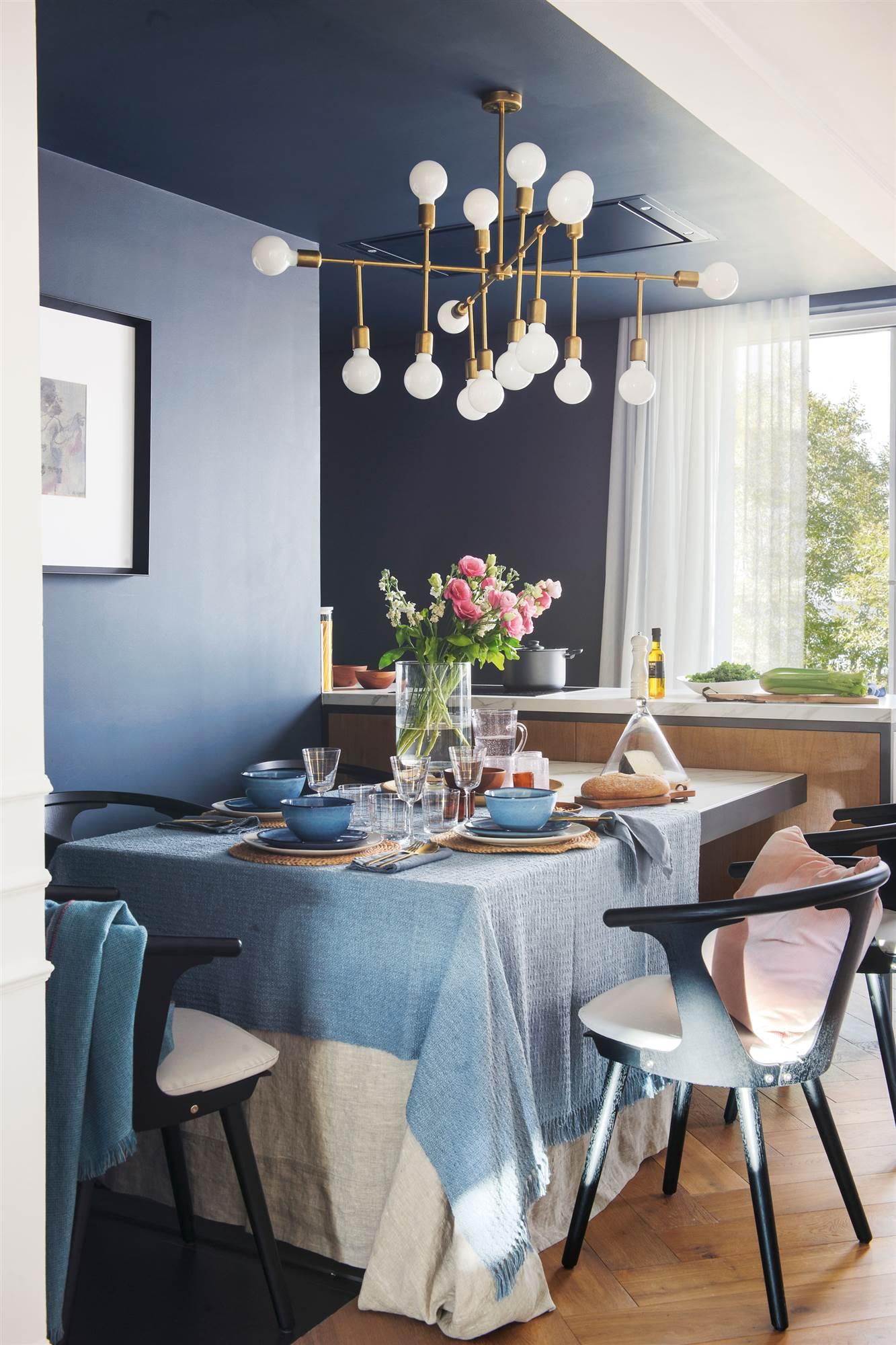 Colores que funcionan juntos for Sillas azules comedor