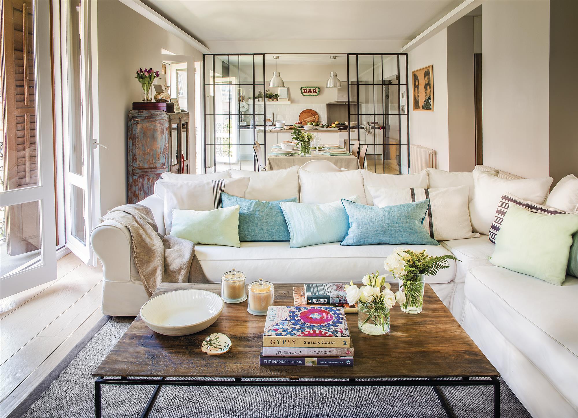 Un piso de 67 m2 en madrid reformado para ampliar la familia for Decoracion interiores apartamentos pequenos