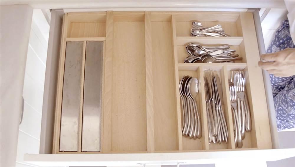 Trucos para ordenar los cajones - Cajoneras de cocina ...