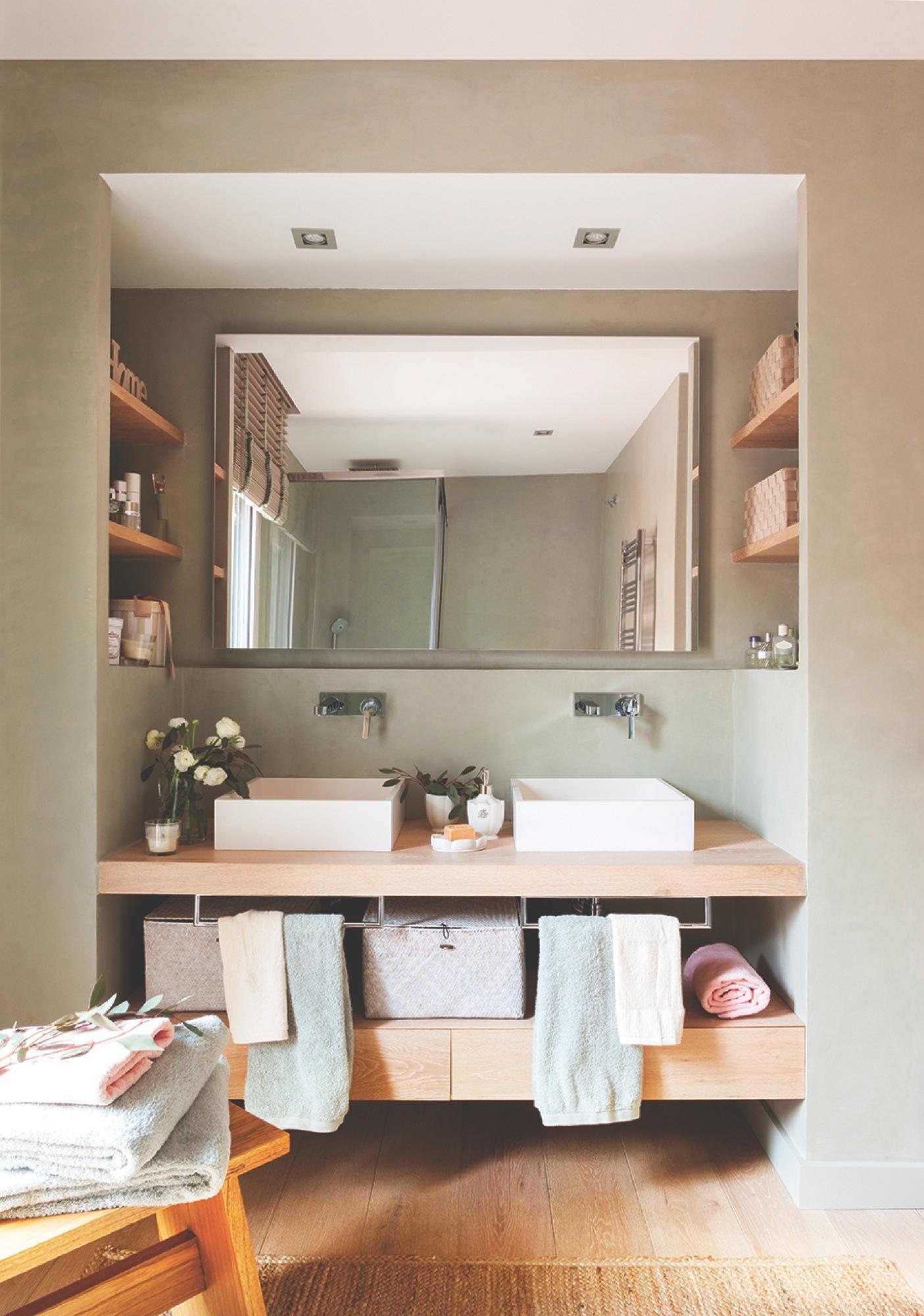 Baño con las paredes en verde con lavamanos doble 00424415. Territorio  comanche 860e59baeae2