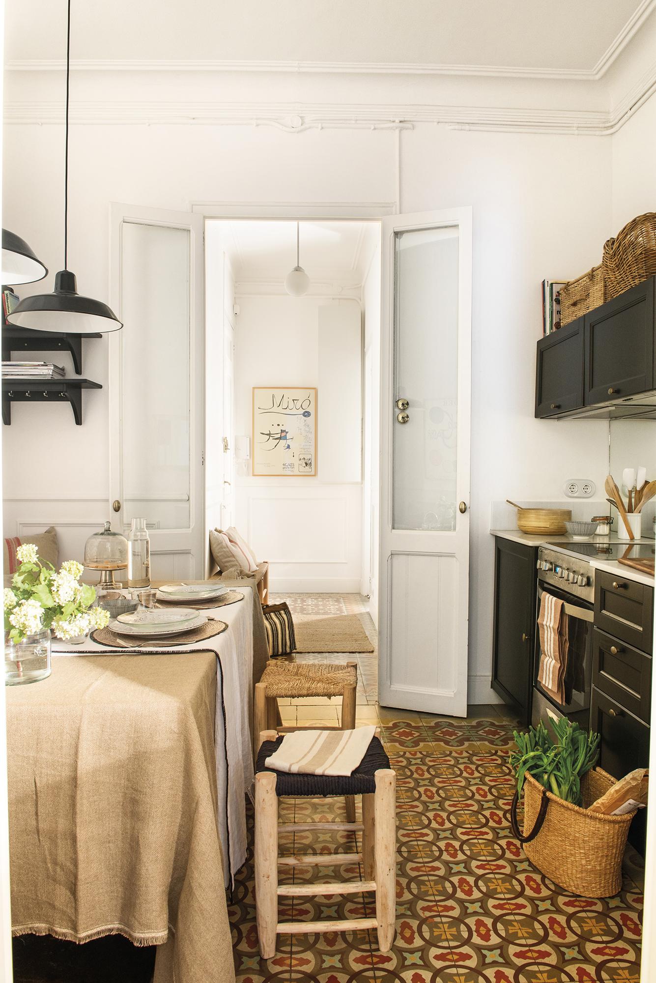 Una casa peque a con la cocina en la entrada for Cocina inglesa de la cabana