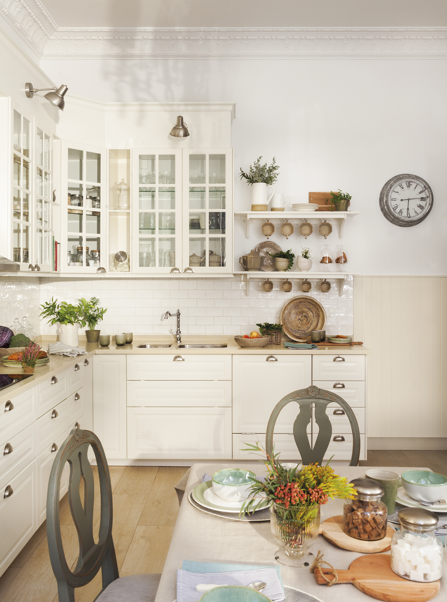 MG 6397.  Cocina en blanco con office MG 6397