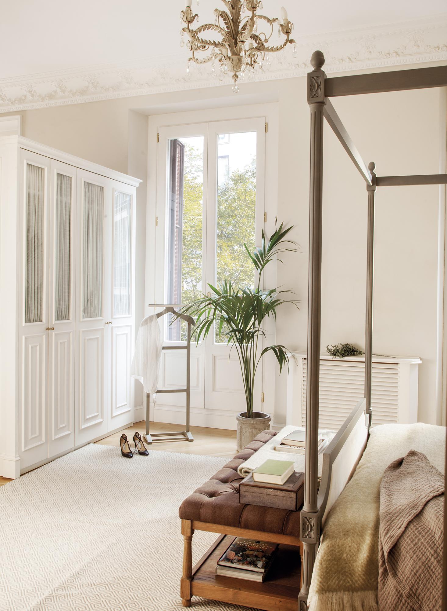 MG 6499.  Dormitorio principal con armario y cama con dosel MG 6499