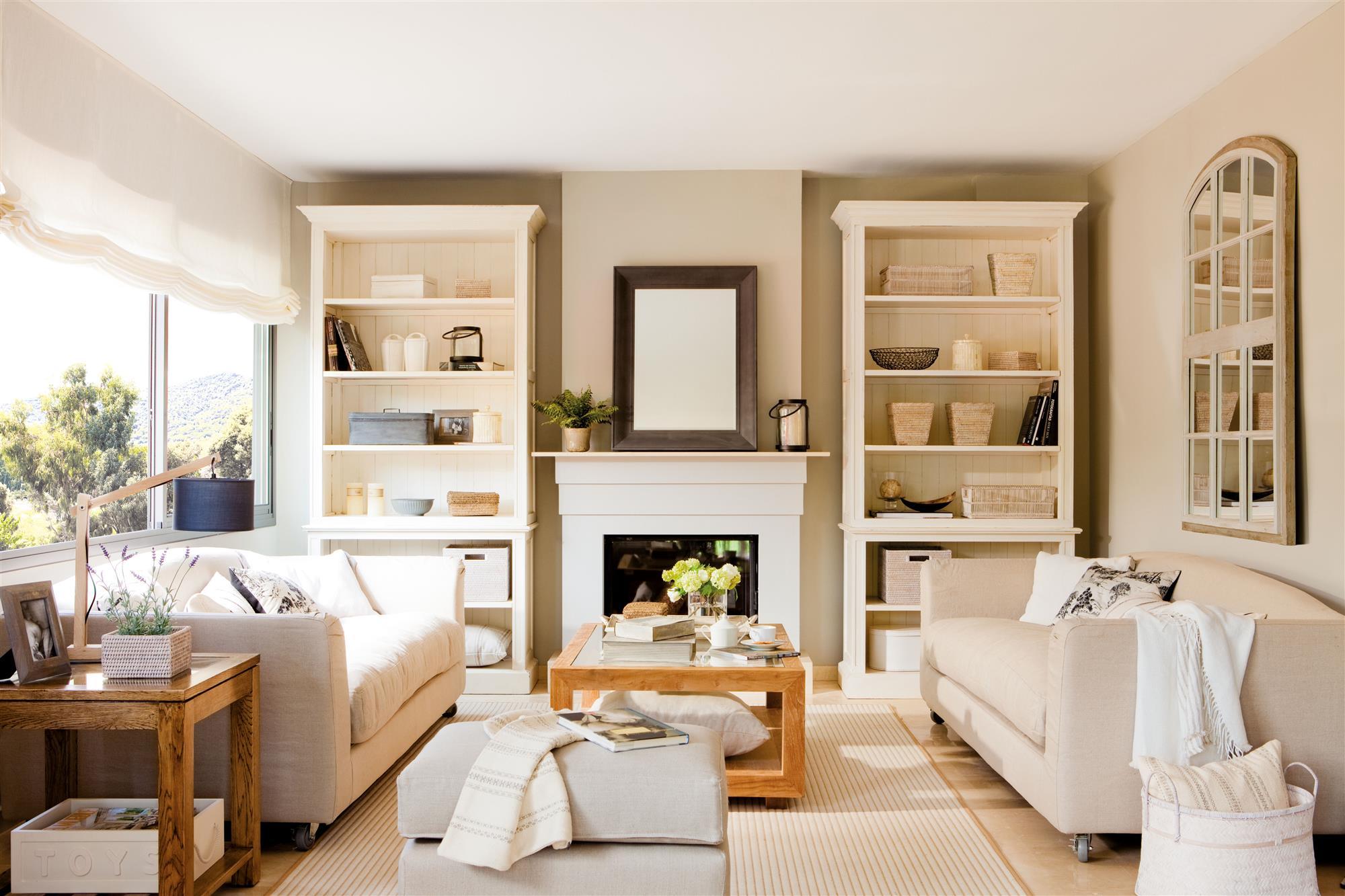Utiliza las estanter as para presumir de objetos decorativos - Objetos decorativos salon ...