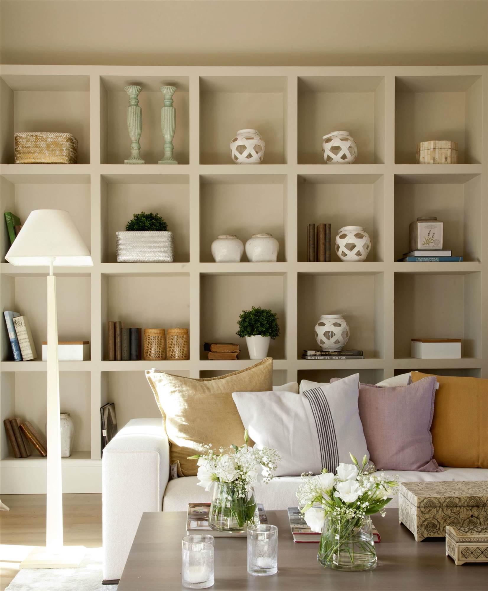 Utiliza las estanter as para presumir de objetos decorativos - Decoracion de estanterias ...