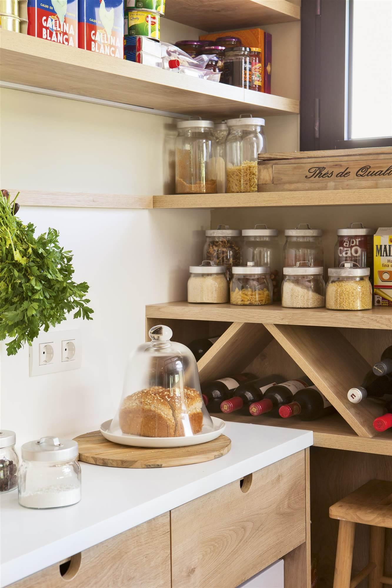 Utiliza las estanter as para presumir de objetos decorativos - Estanterias para botellas ...