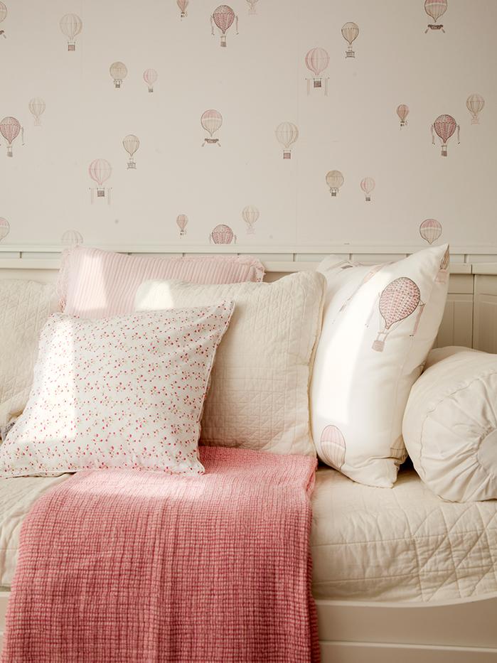 Como Hacer Cojines Decorativos Punto De Cruz.Un Dormitorio Lleno De Cojines