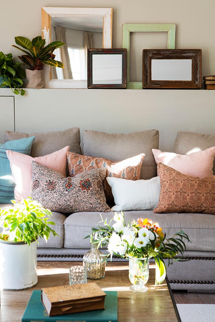 C mo combinar los cojines para actualizar tu sof - Cojines para el sofa ...
