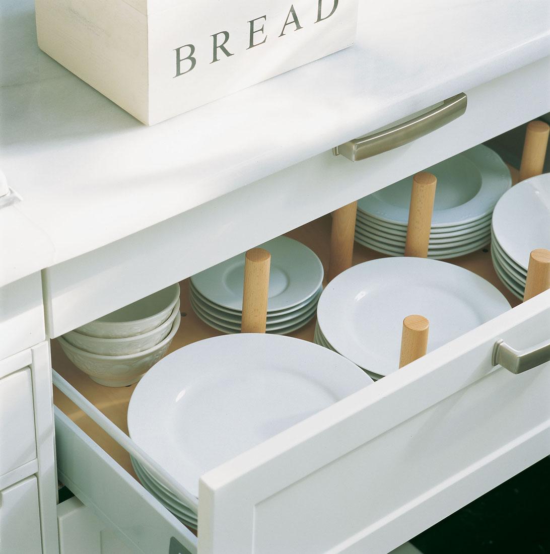 C mo ordenar la vajilla for Soporte platos cocina