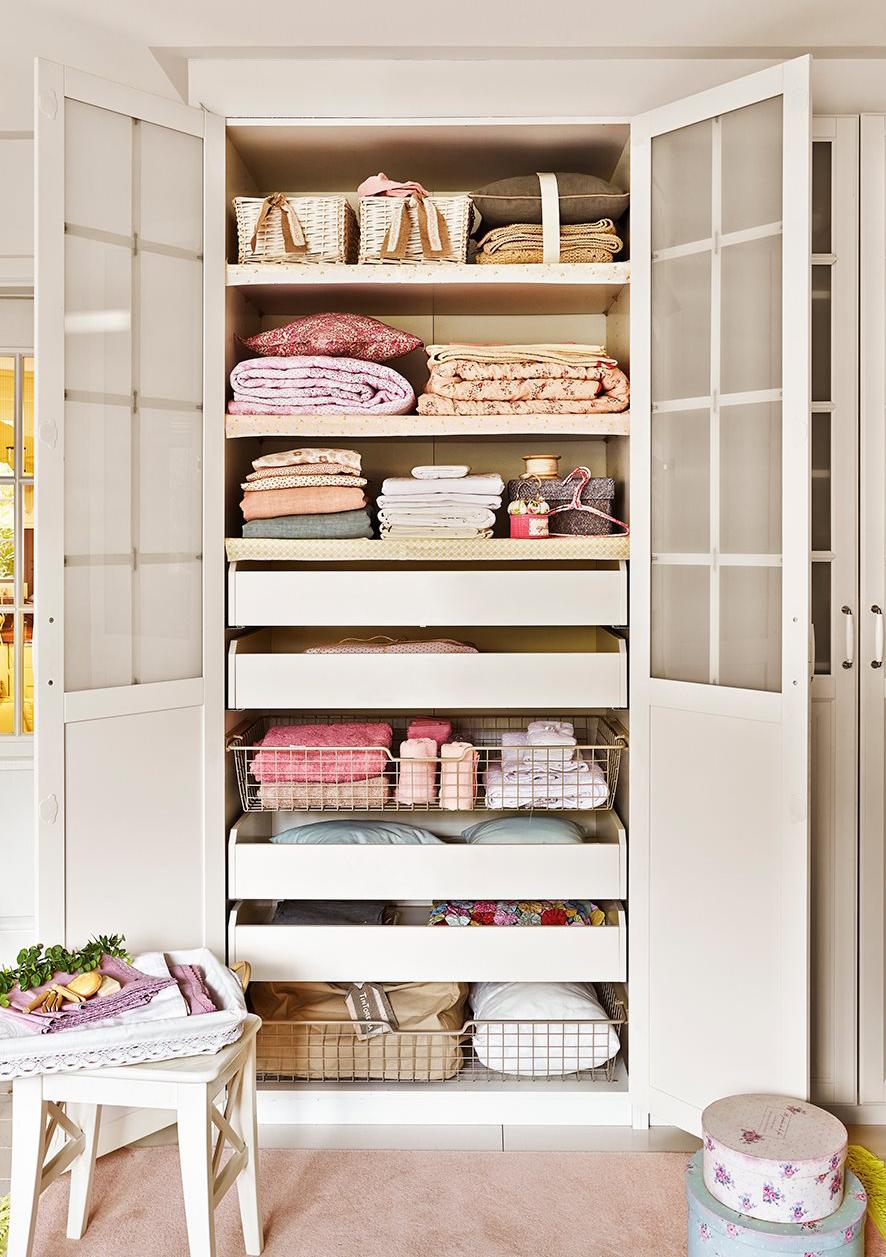 C mo guardar y ordenar las toallas y s banas - Armarios empotrados barcelona ...