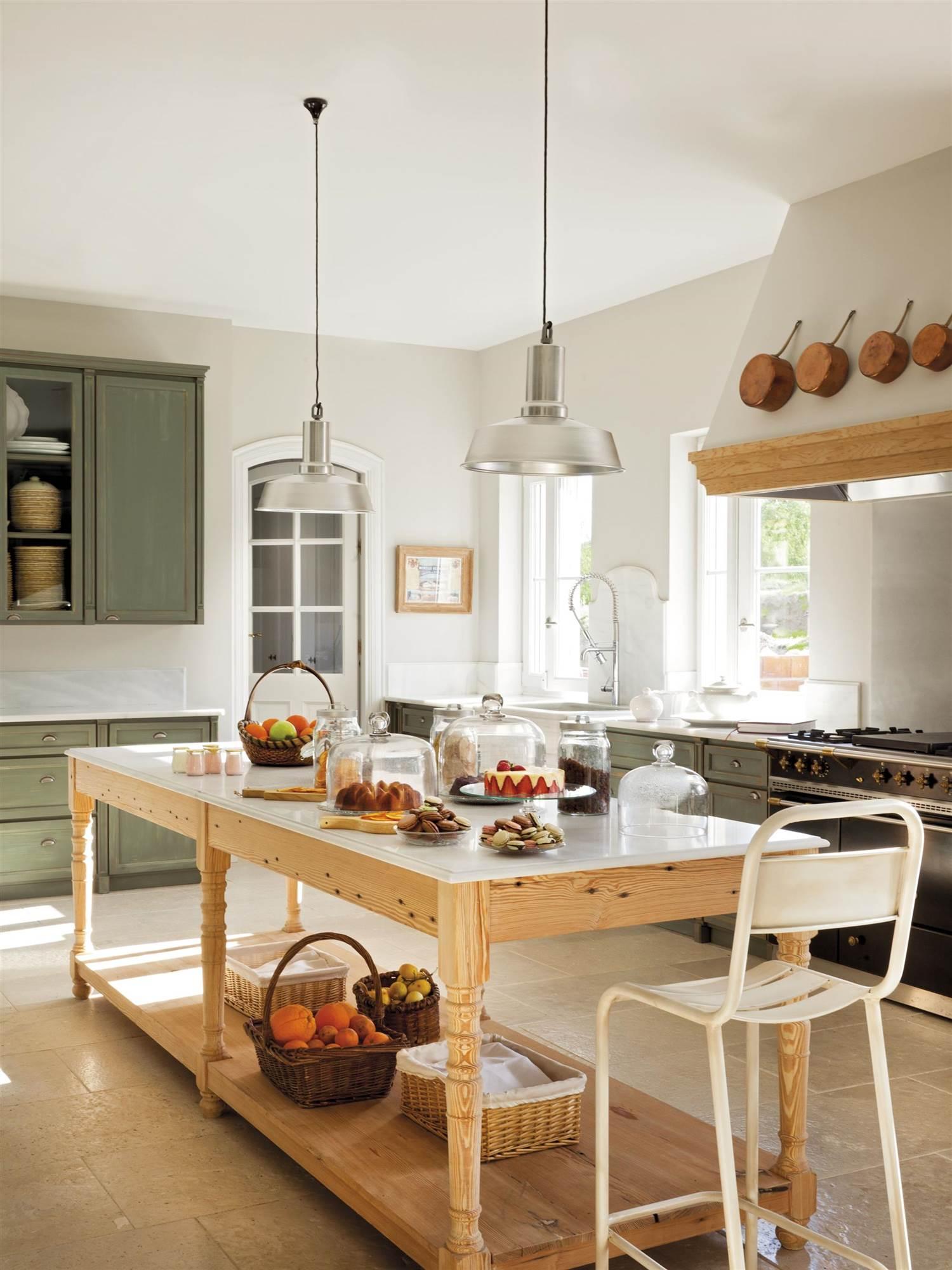 Galer a de fotos de taburetes los asientos m s pr cticos for Mesa cocina con taburetes
