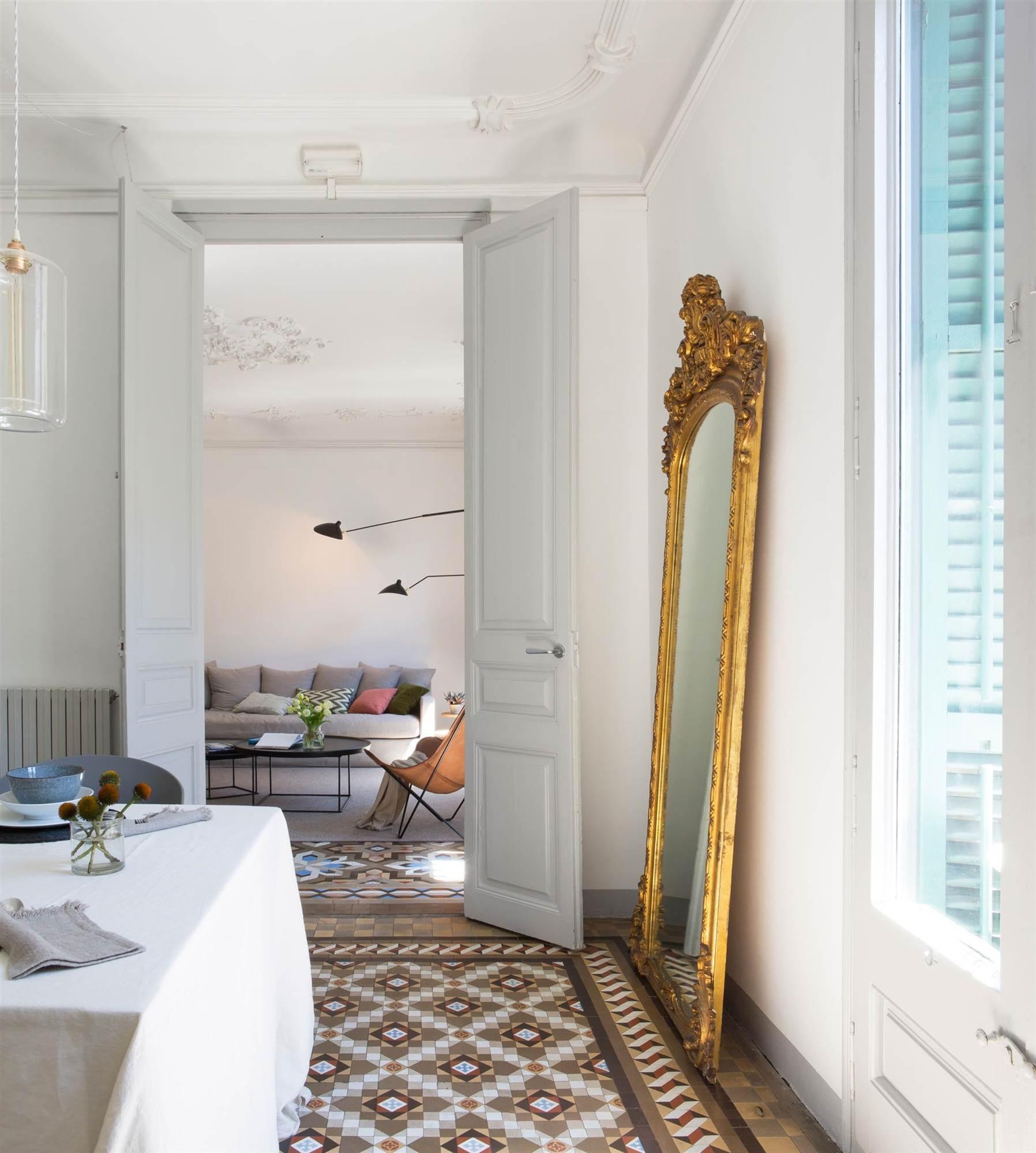 10 detalles que debes tener ya for Espejo dorado grande