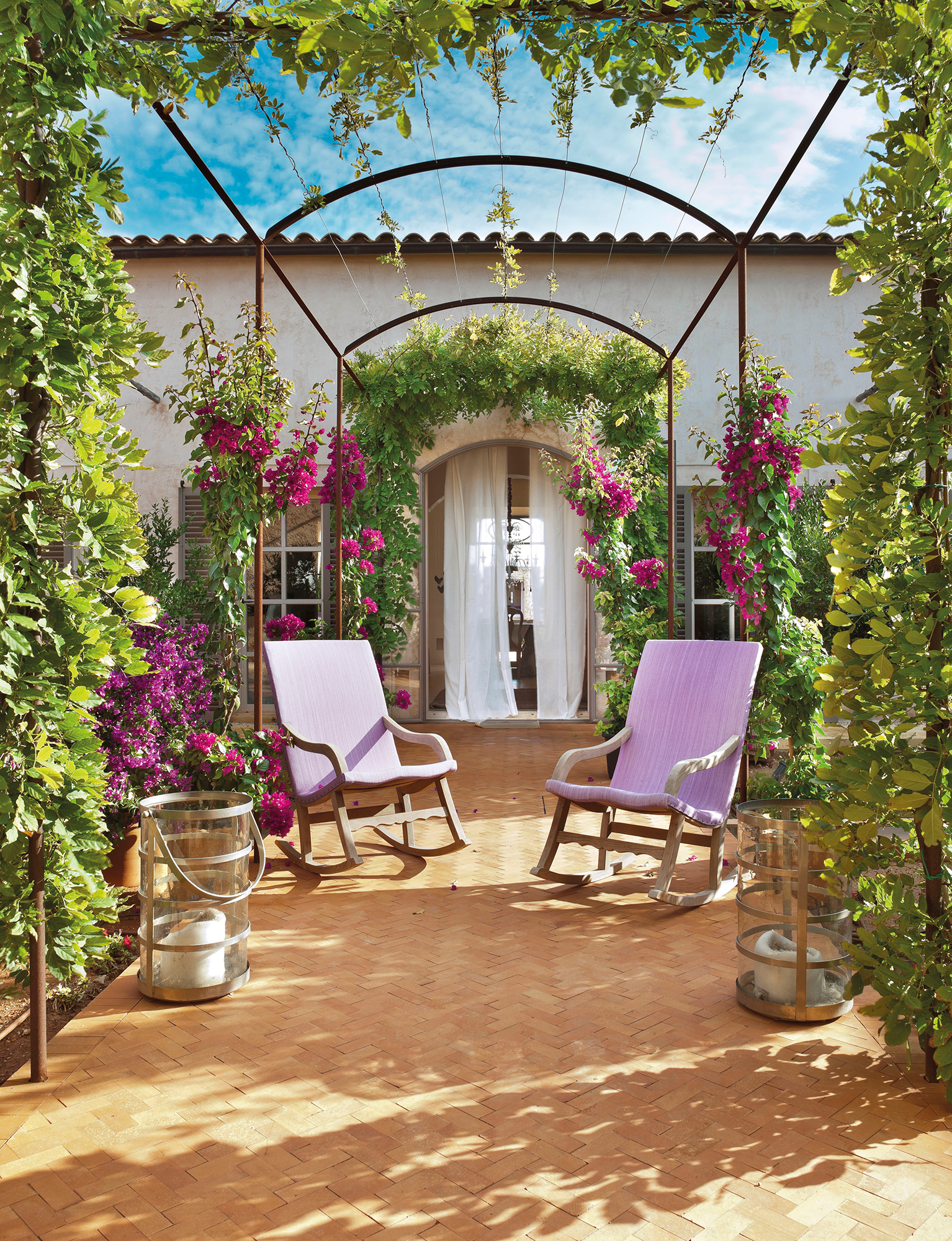 Hamacas mecedoras sillas colgantes y balancines de jard n for Sillas colgantes para jardin