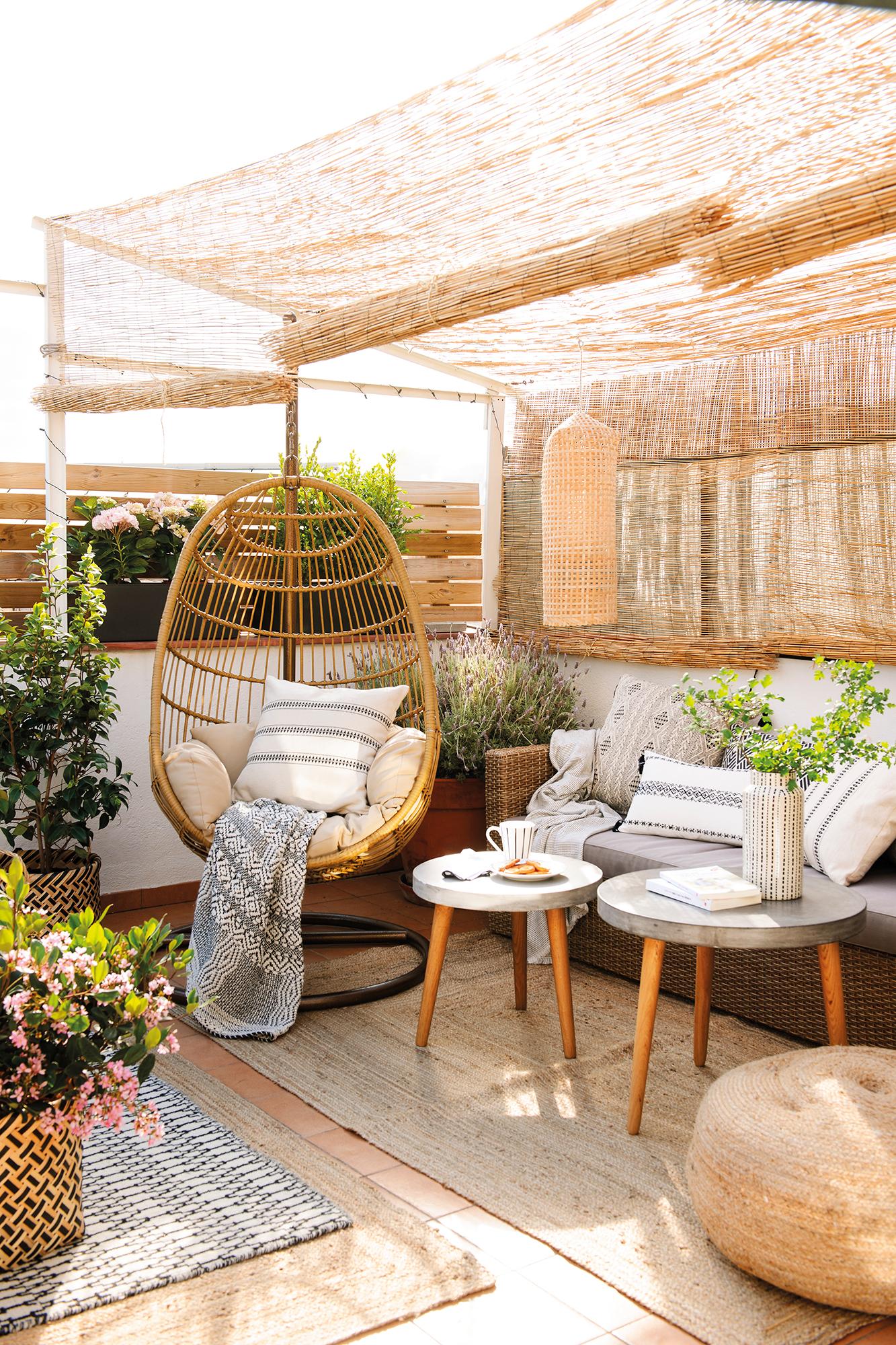 Hamacas mecedoras sillas colgantes y balancines de jard n for Idea deco terraza de madera