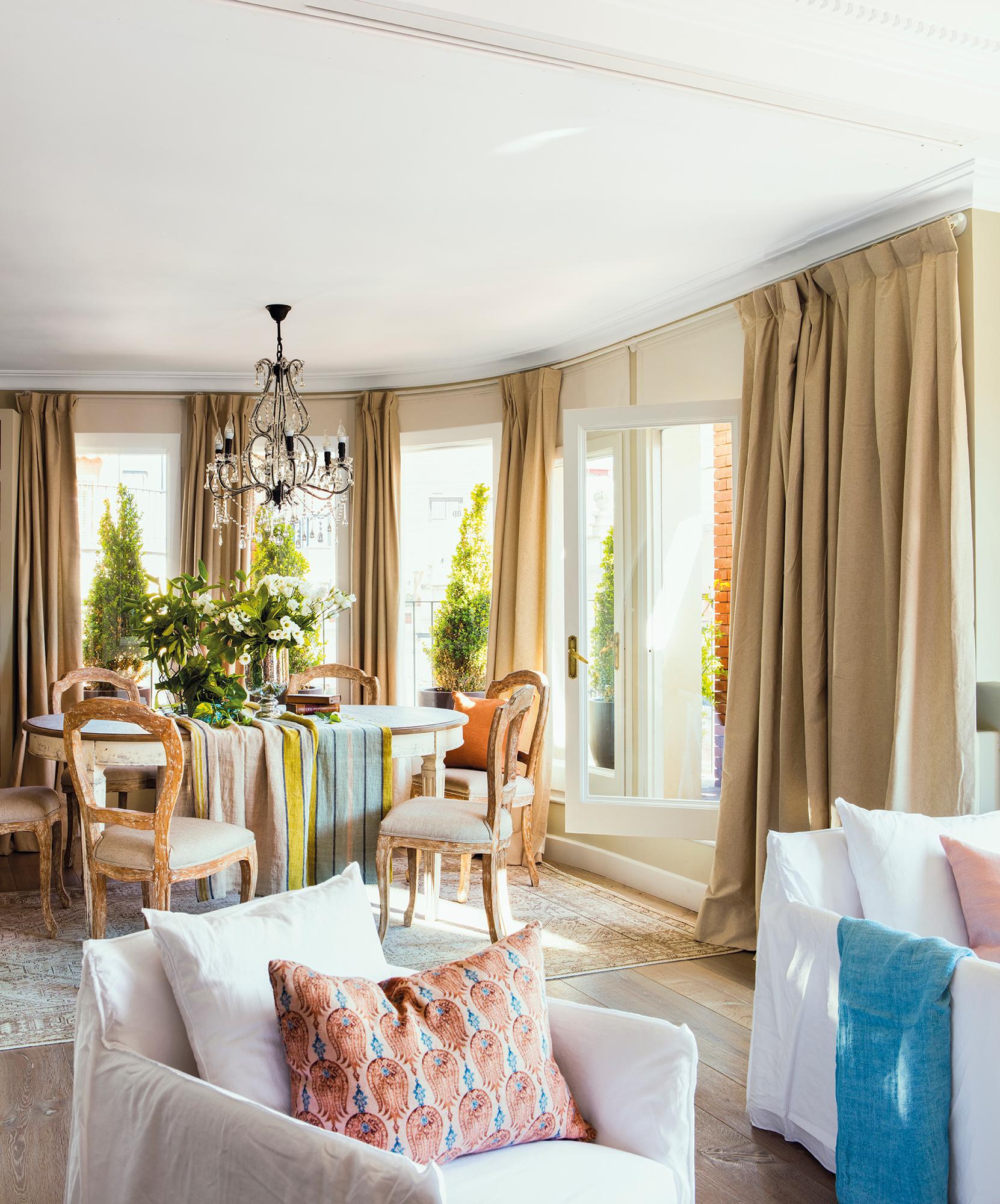 5 pisos con terraza for Ver cortinas de salon comedor