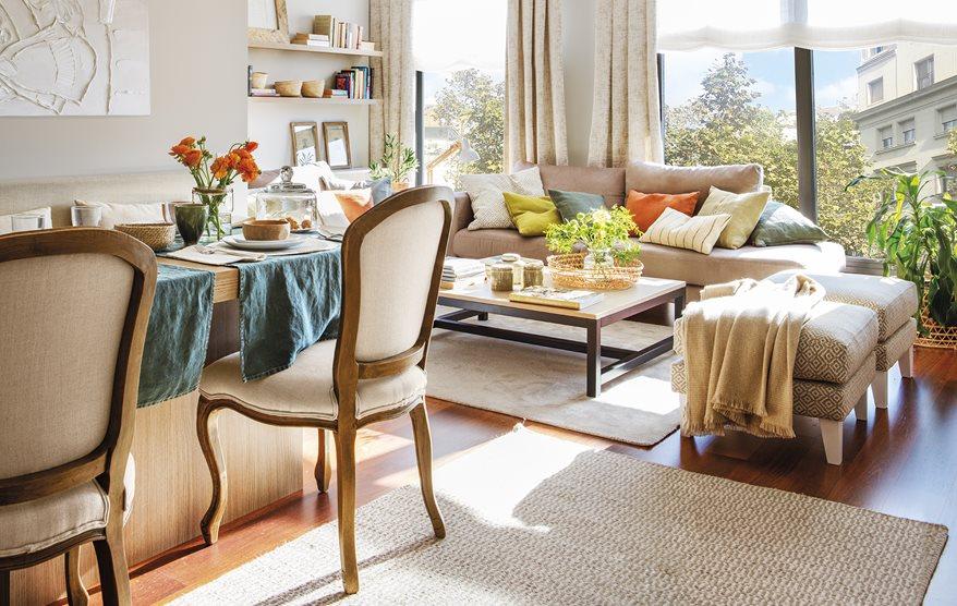 La casa de una familia numerosa con muebles a medida for Decoracion de salon comedor pequeno