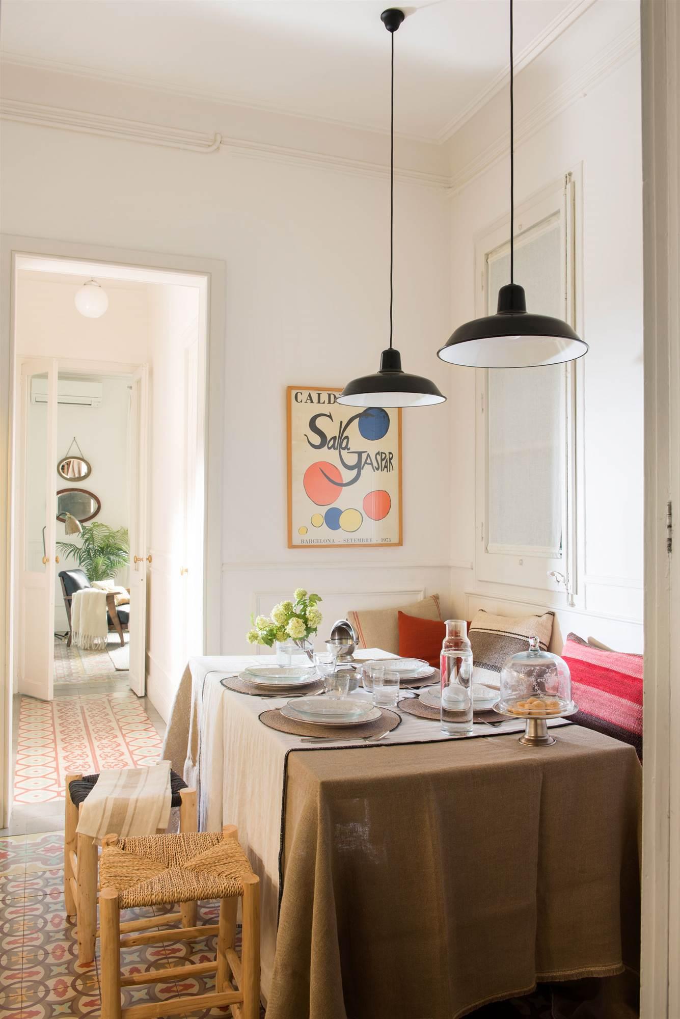 Tenemos la l mpara ideal para tu comedor for Mesa colgante para balcon