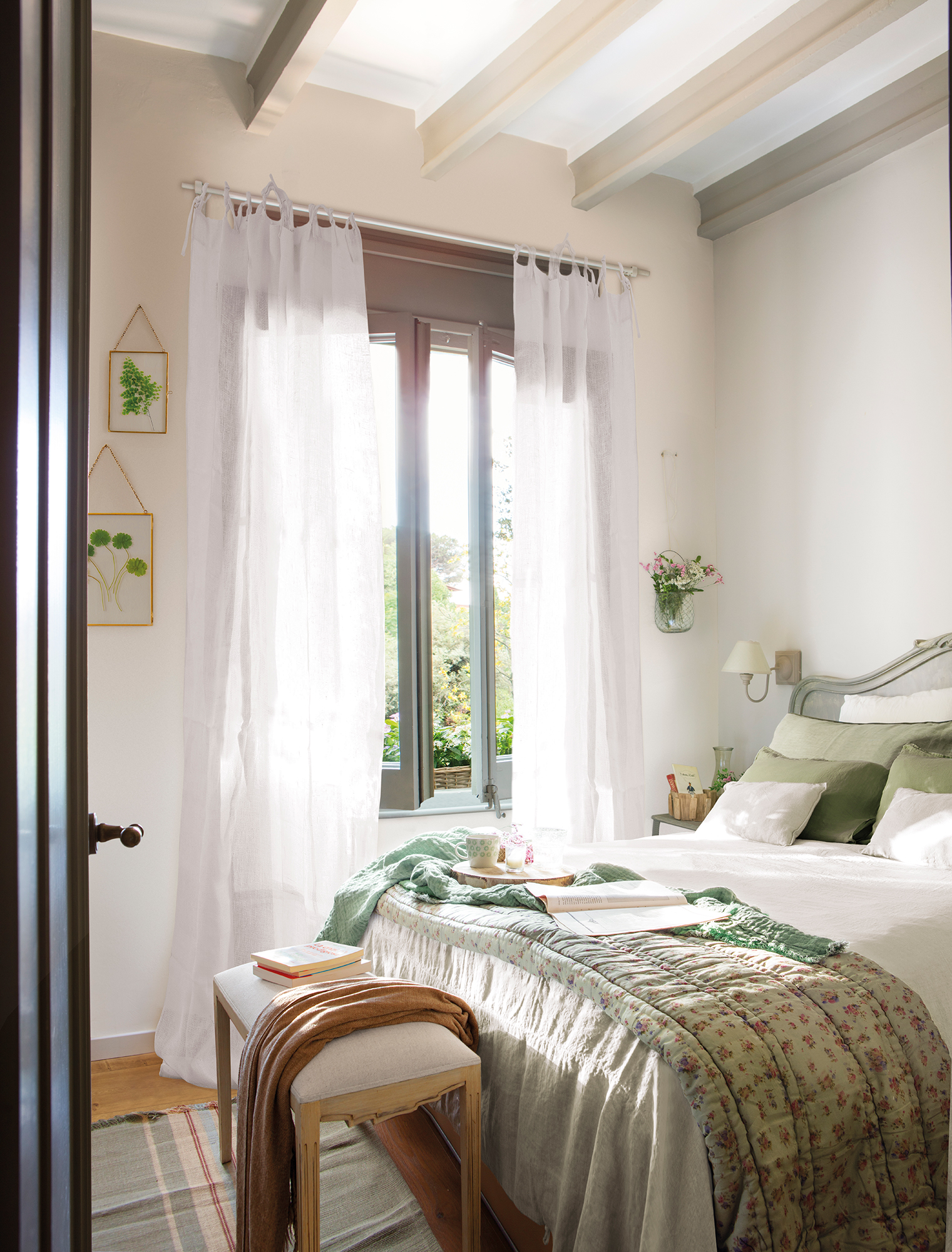 00465069b. Dormitorio pequeño de aire comántico_00465069b
