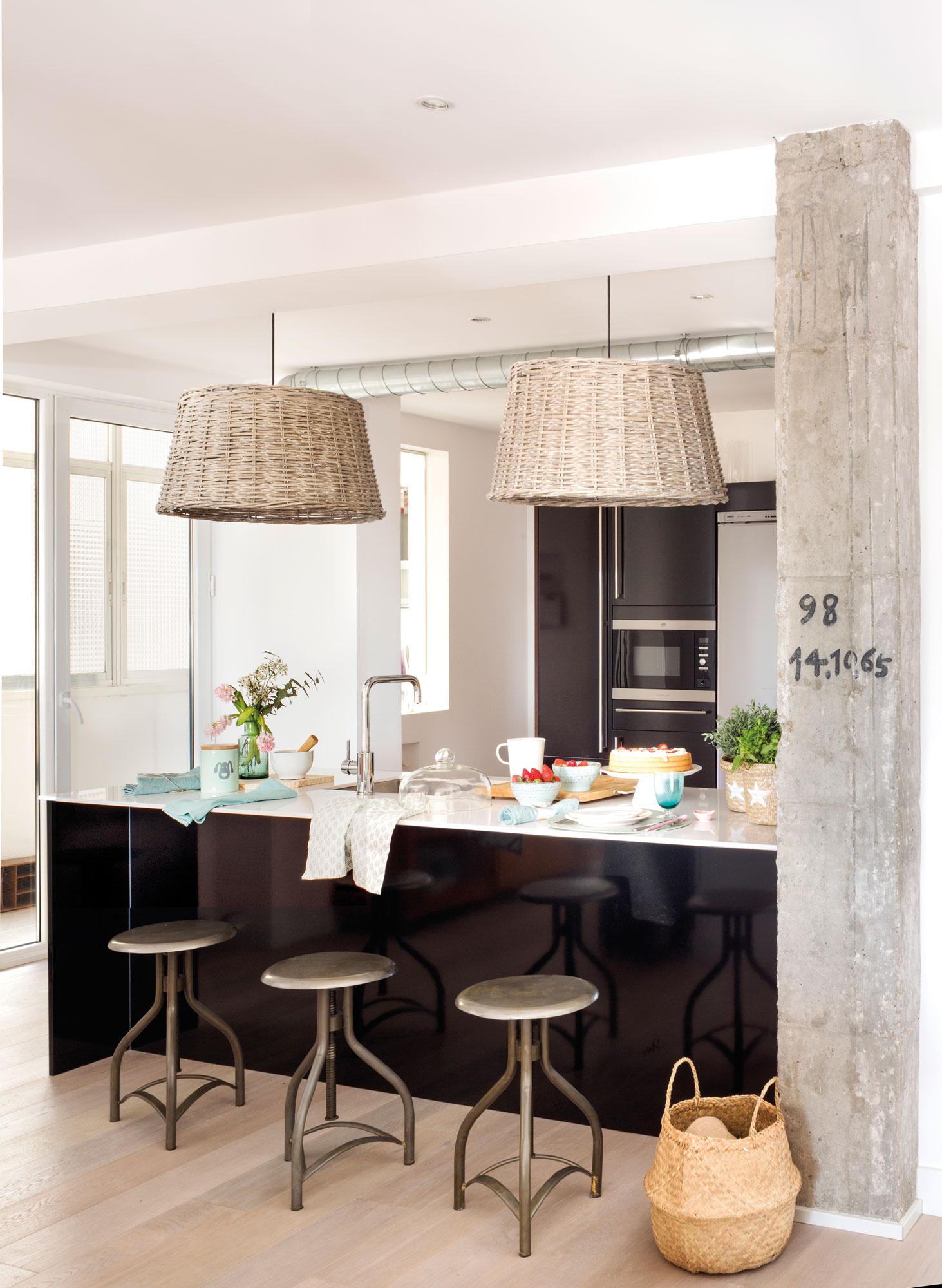 Excelente Imágenes De Negro Manchado Muebles De Cocina Imágenes ...