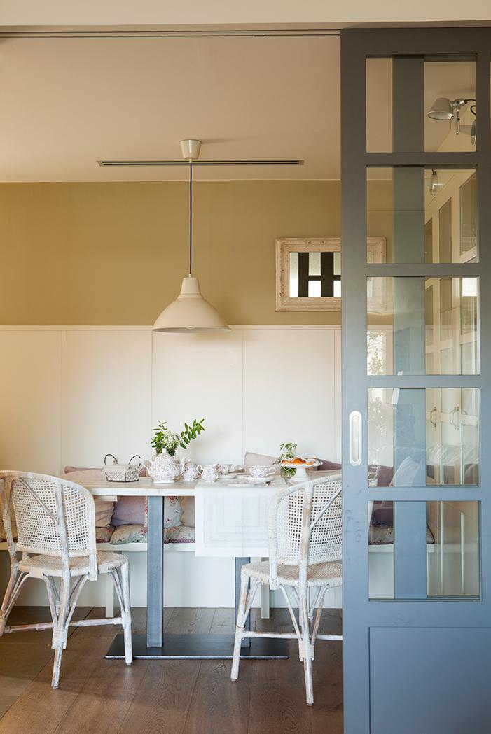Pinta tus puertas de colores for Pintar ventanas de madera exterior