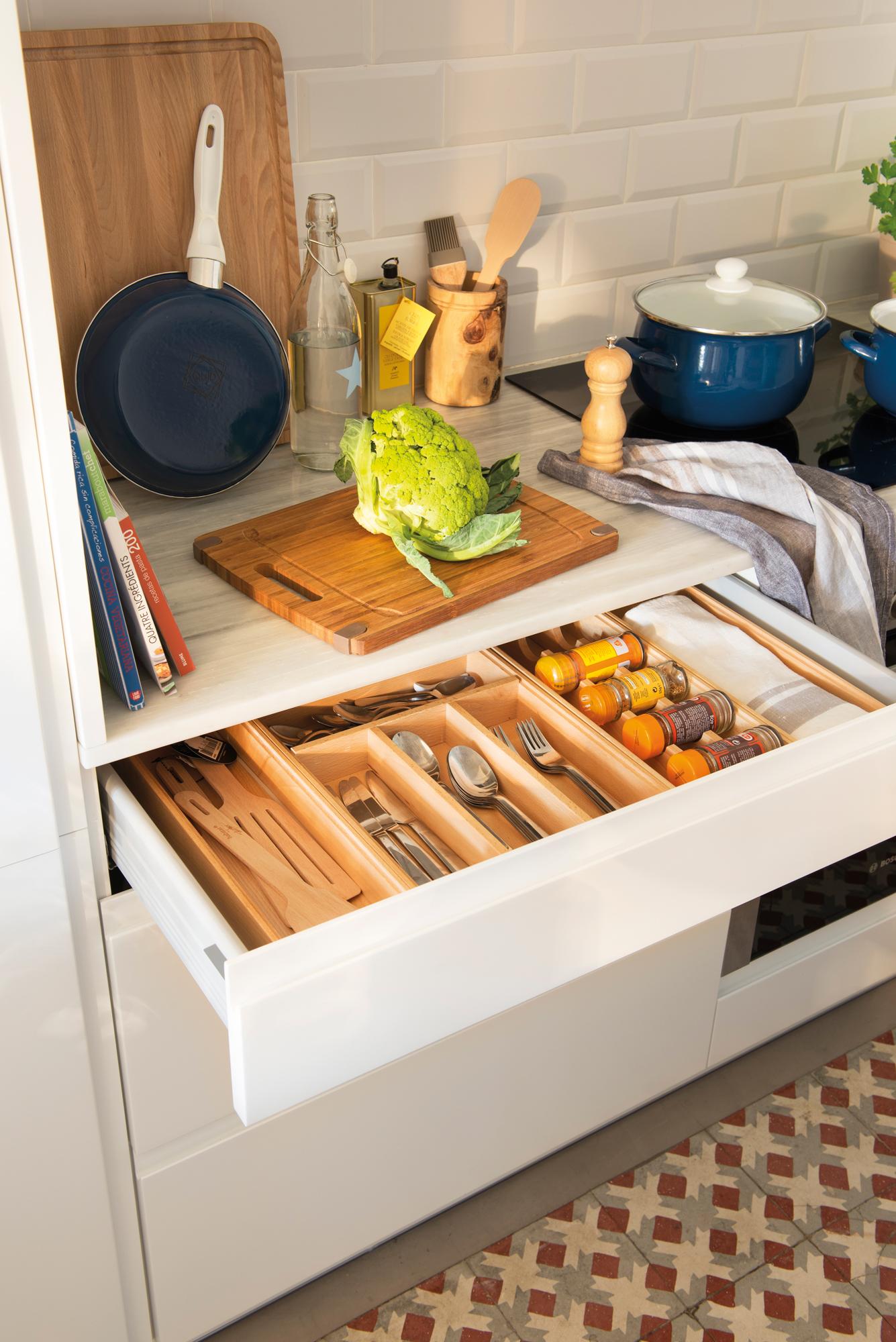Excepcional Cajón De La Cocina Tira De Colocación Galería - Ideas de ...