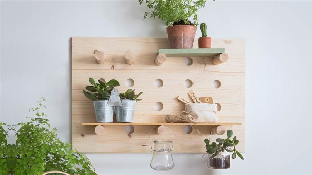 Diy c mo hacer tu propio panel organizador de madera for Balancines de madera para jardin