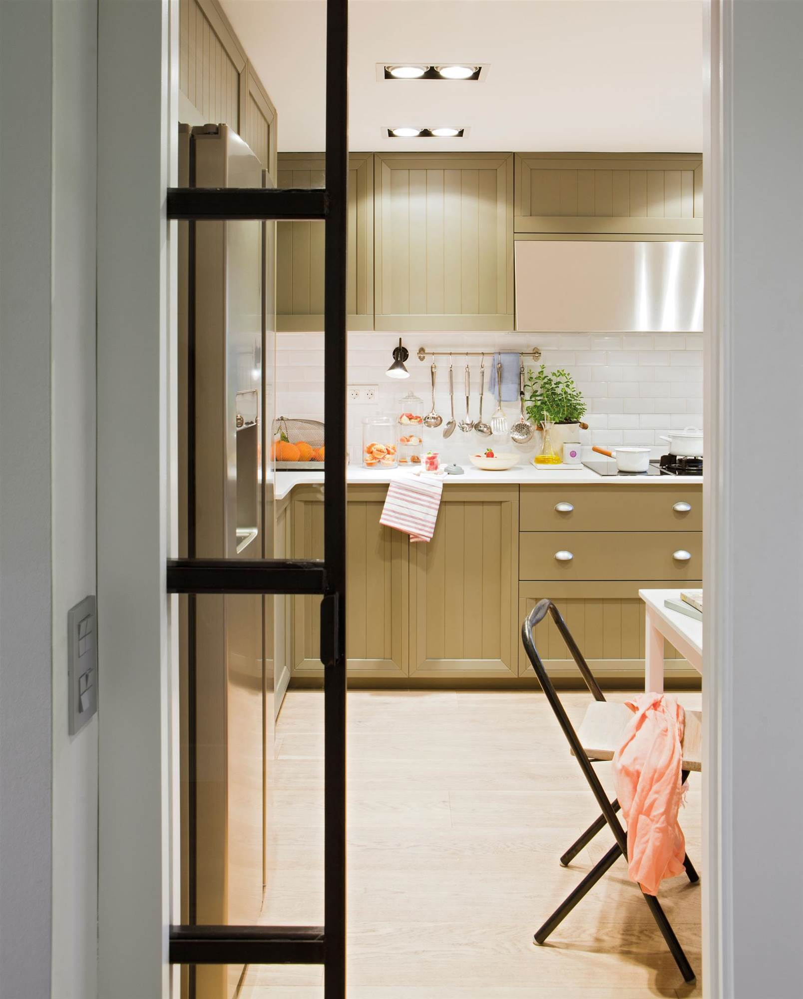 Cambios low cost para la cocina for Puerta corredera cocina ikea