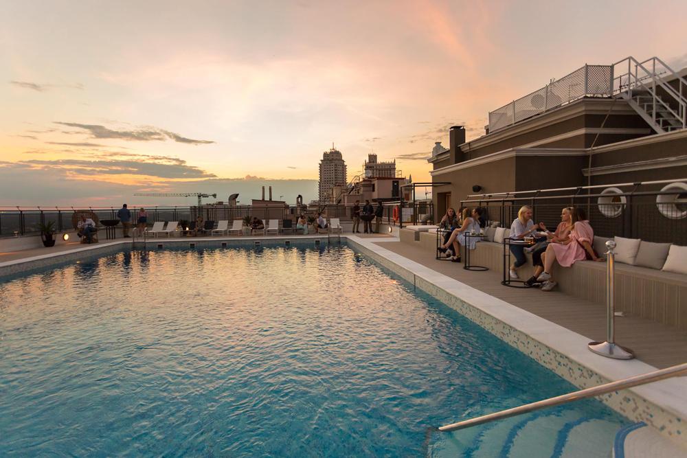 222 fotos de piscinas - Piscina hotel emperador ...