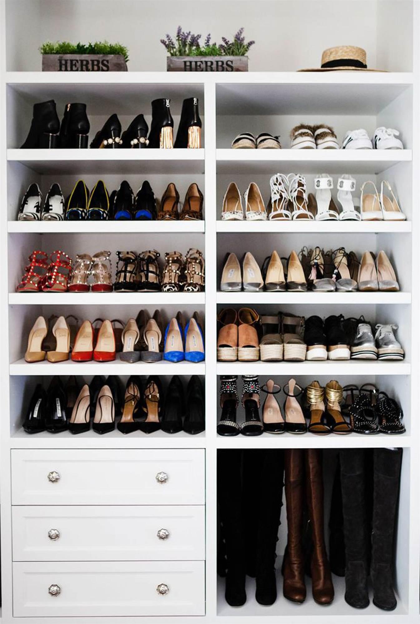 38172f3b6e armario con zapatos ordenados Pinterest. Un estante para cada zapato