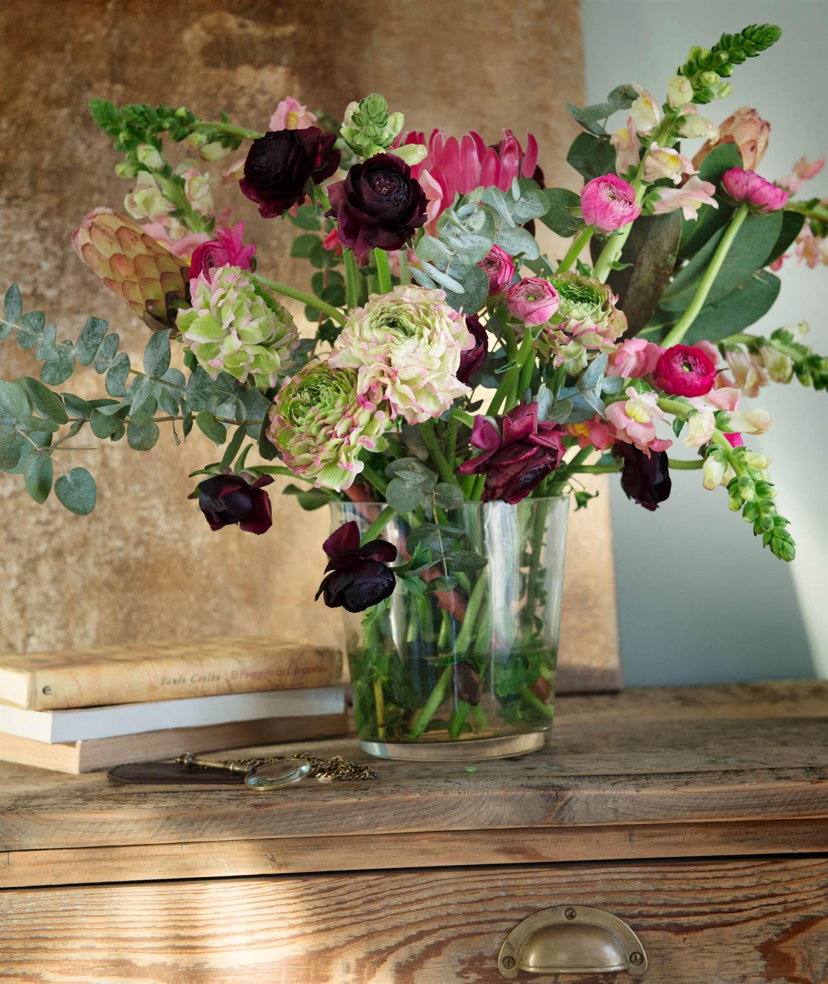 Ideas para decorar con flores - Decoracion de jarrones con flores artificiales ...