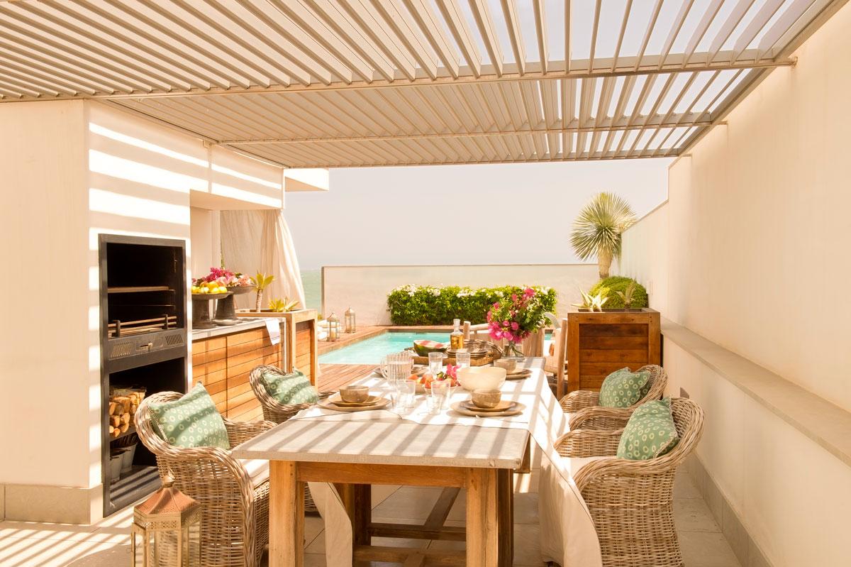 472 fotos de mesas for Fotos de casas con piscina interior