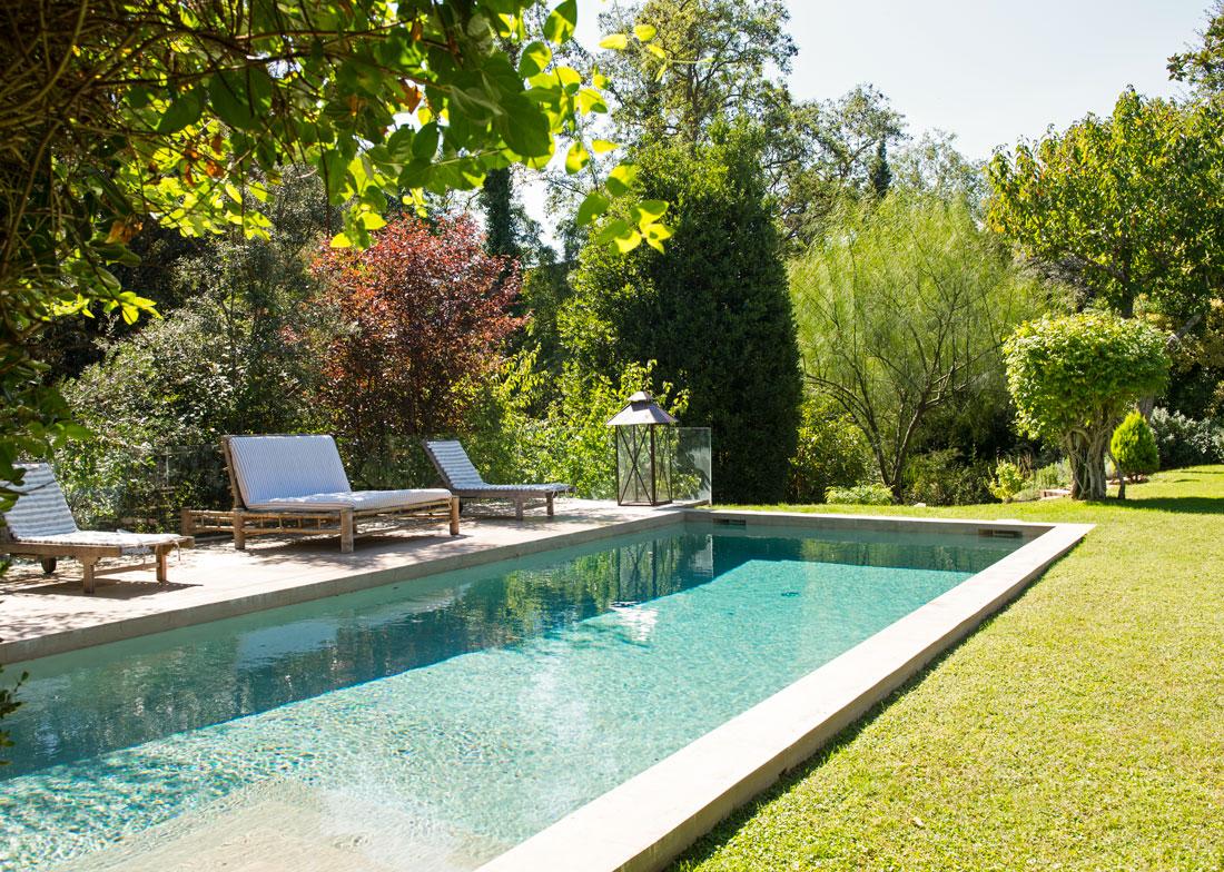 Las 50 mejores piscinas de el mueble for Medidas de una piscina para una casa