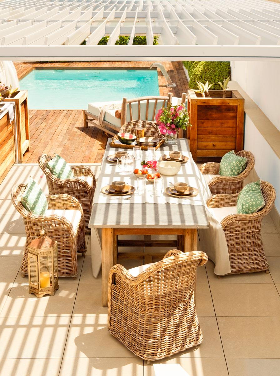 Las 50 mejores piscinas de el mueble for Apartamentos vacacionales con piscina