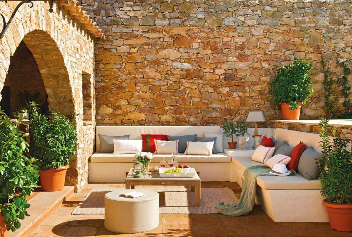 Patios y terrazas oasis de paz y tranquilidad sin salir for Sofa exterior de obra