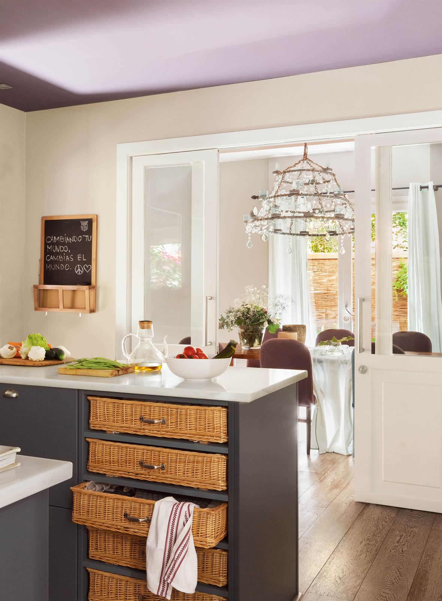 Los colores ideales para pintar tu cocina for Pintar techo cocina