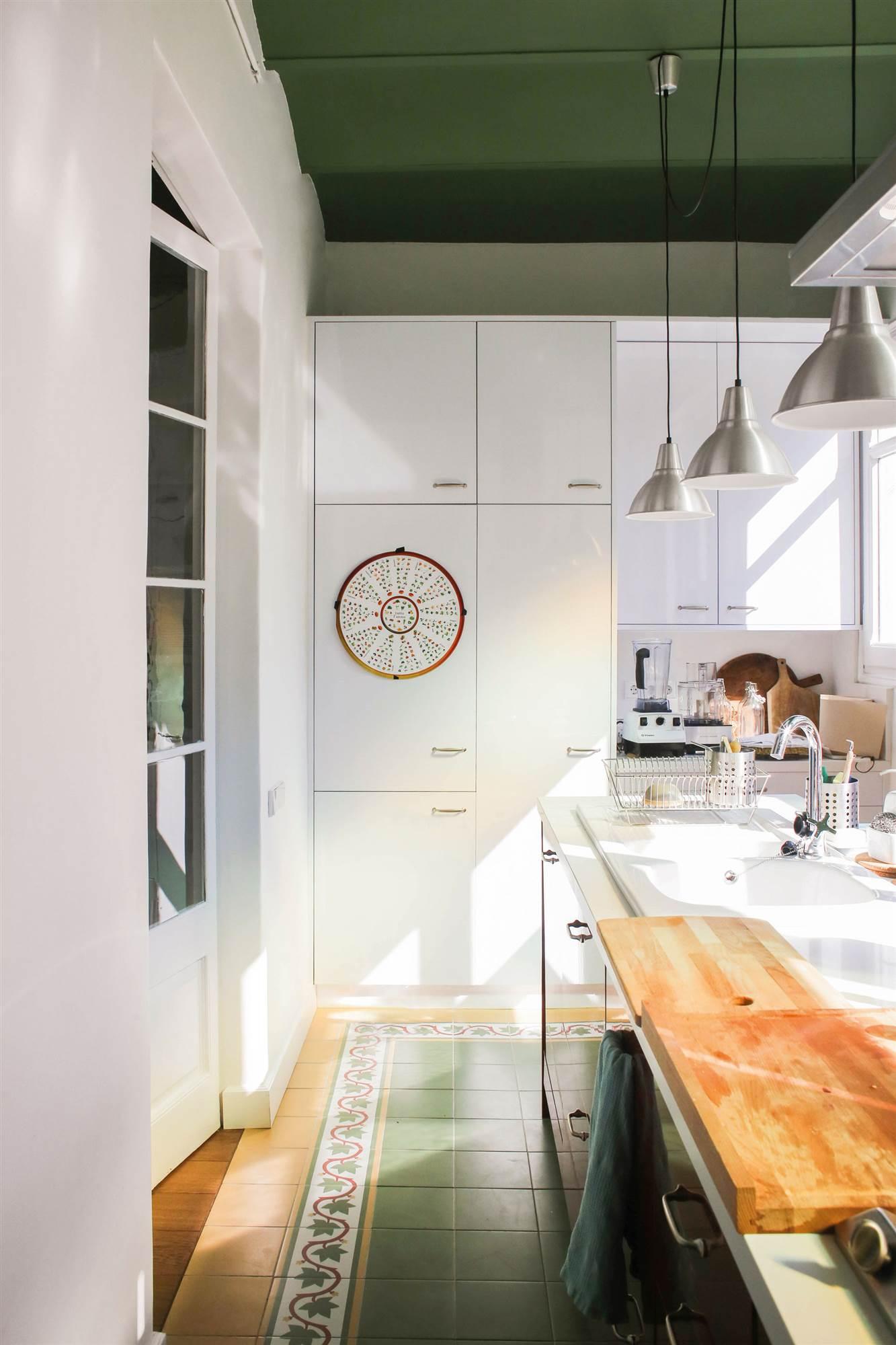 Los colores ideales para pintar tu cocina - Pintar encimera cocina ...